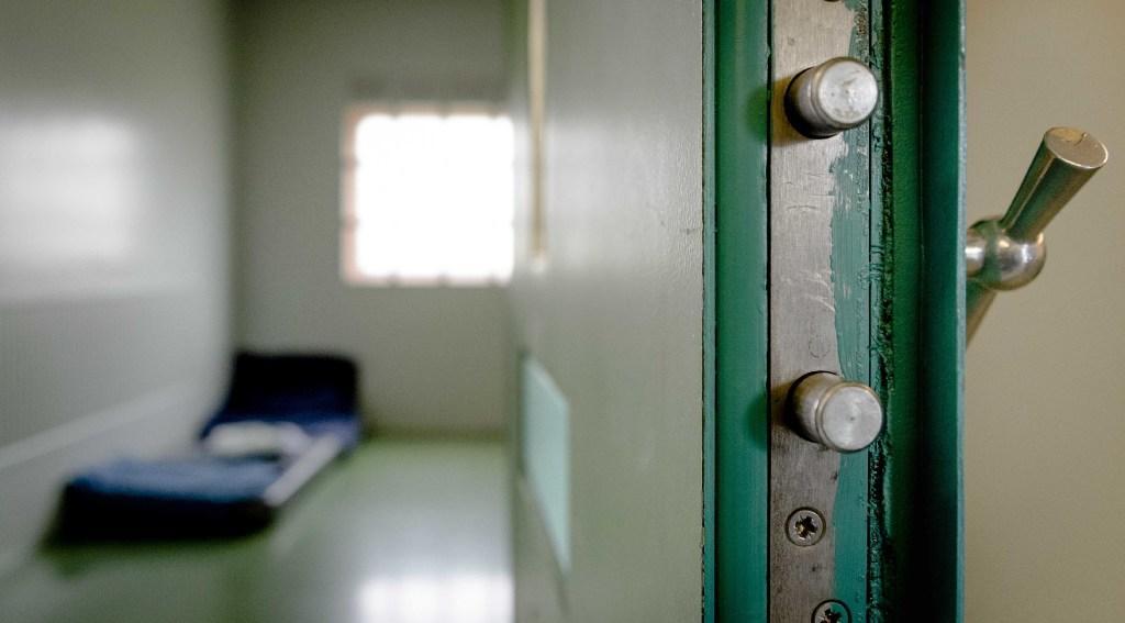 Gevangene uit Oude Wetering die zichzelf in cel ernstig verwondde en nu een schadevergoeding wil, krijgt camerabeelden niet