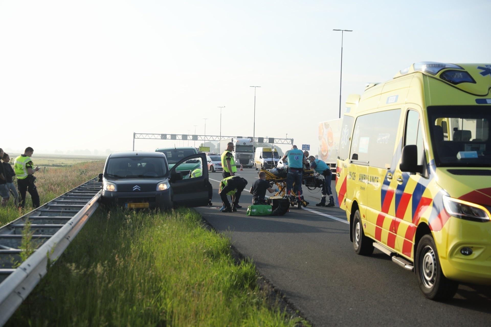 Automobilist gereanimeerd op A1 bij Baarn, weg voor korte periode gedeeltelijk afgesloten