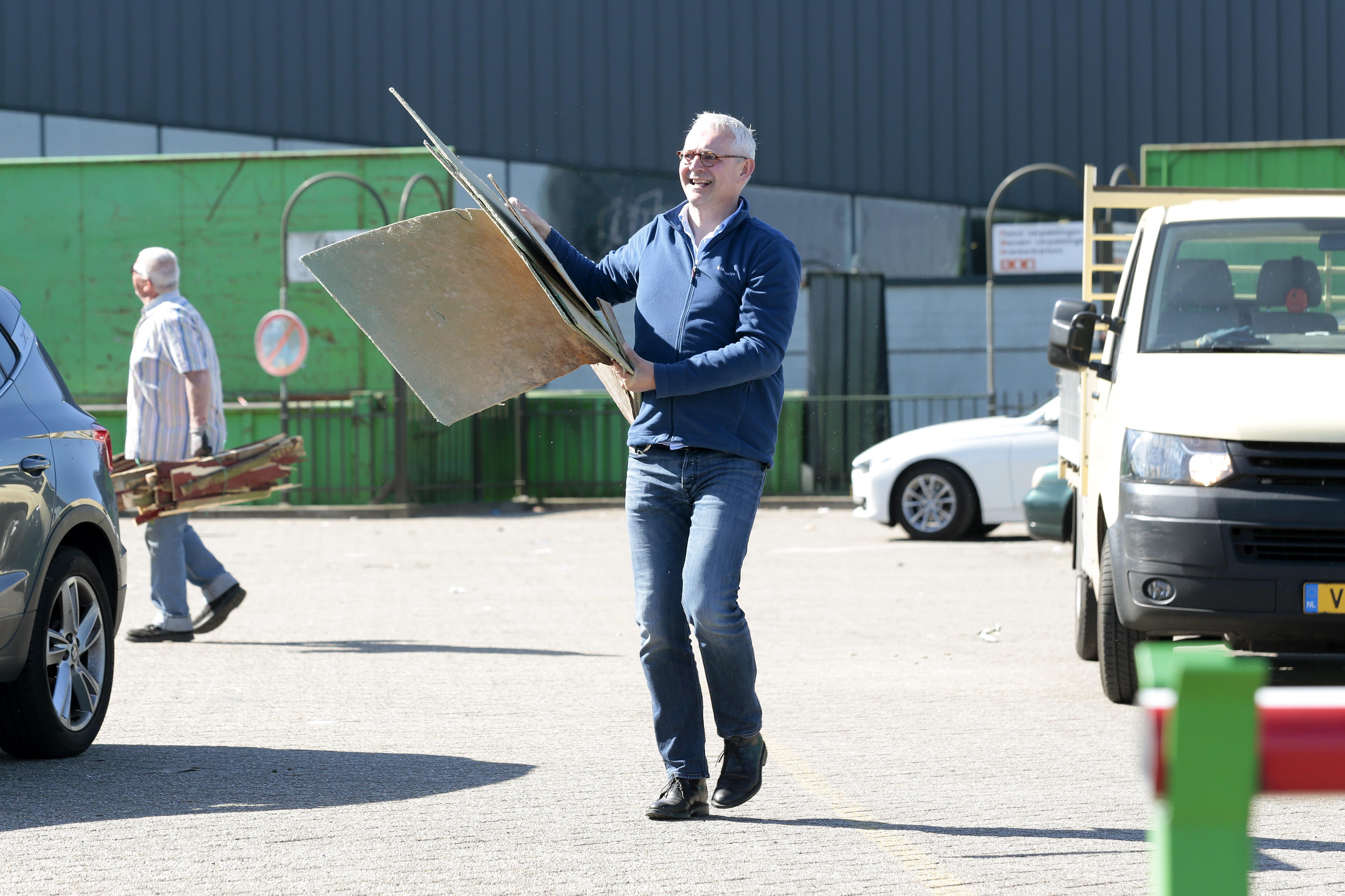 Scheidingsstations Bussum, Huizen en Weesp extra open; GAD ziet toename grote kartonnen verpakkingen