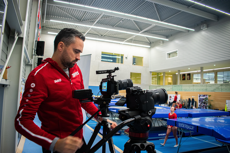 Eindeloos springen bij online toernooi Dutch Trampoline Open: 'Dat je niet kunt zien hoe de concurrentie het doet zorgde ervoor dat ik nog zes keer opnieuw wilde'