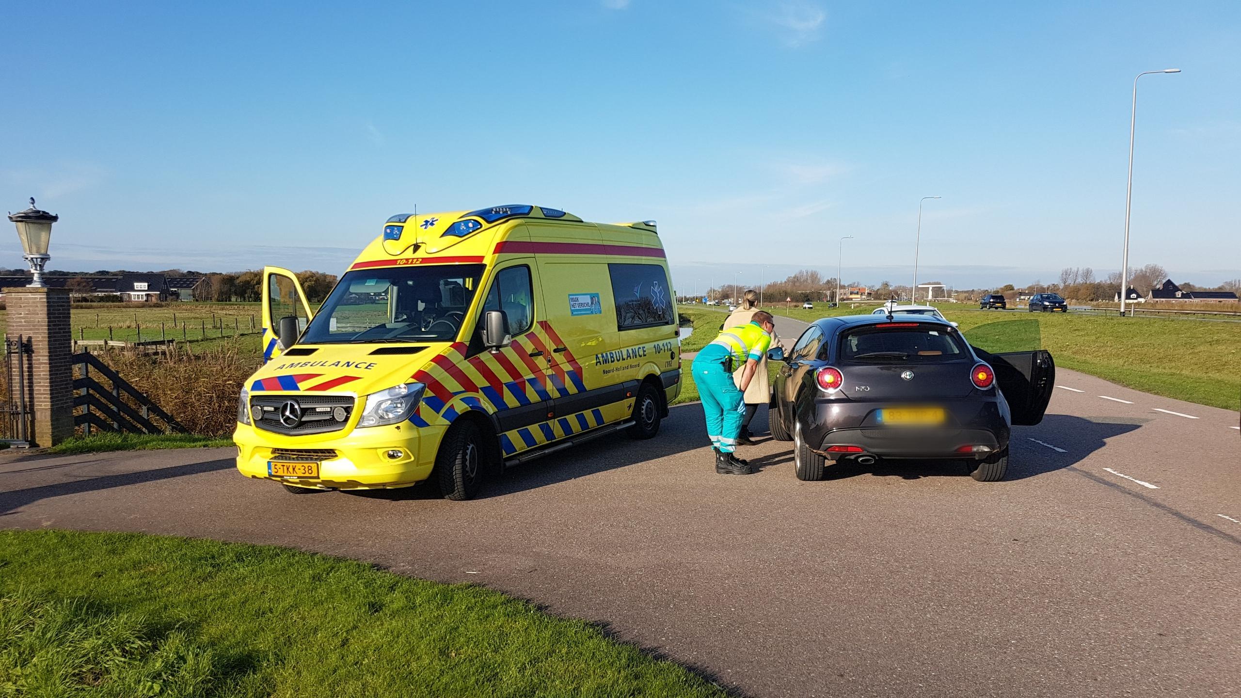 Hoogzwangere vrouw lichtgewond bij aanrijding, bestuurder rijdt door