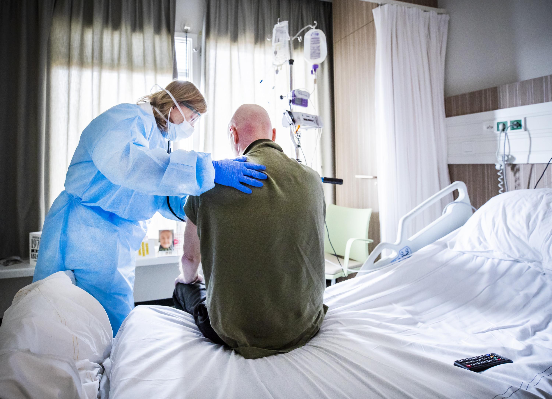 Corona-afdeling van Alkmaars ziekenhuis schuurt tegen limiet aan: acht patiënten liggen op intensive care, 29 worden verpleegd in geïsoleerde kliniek