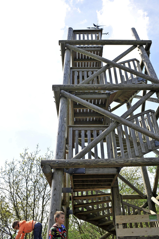 Ontwerp voor nieuwe uitkijktoren Kruisberg bij Heemskerk is half juni klaar, oude gammele toren werd drie jaar geleden weggehaald
