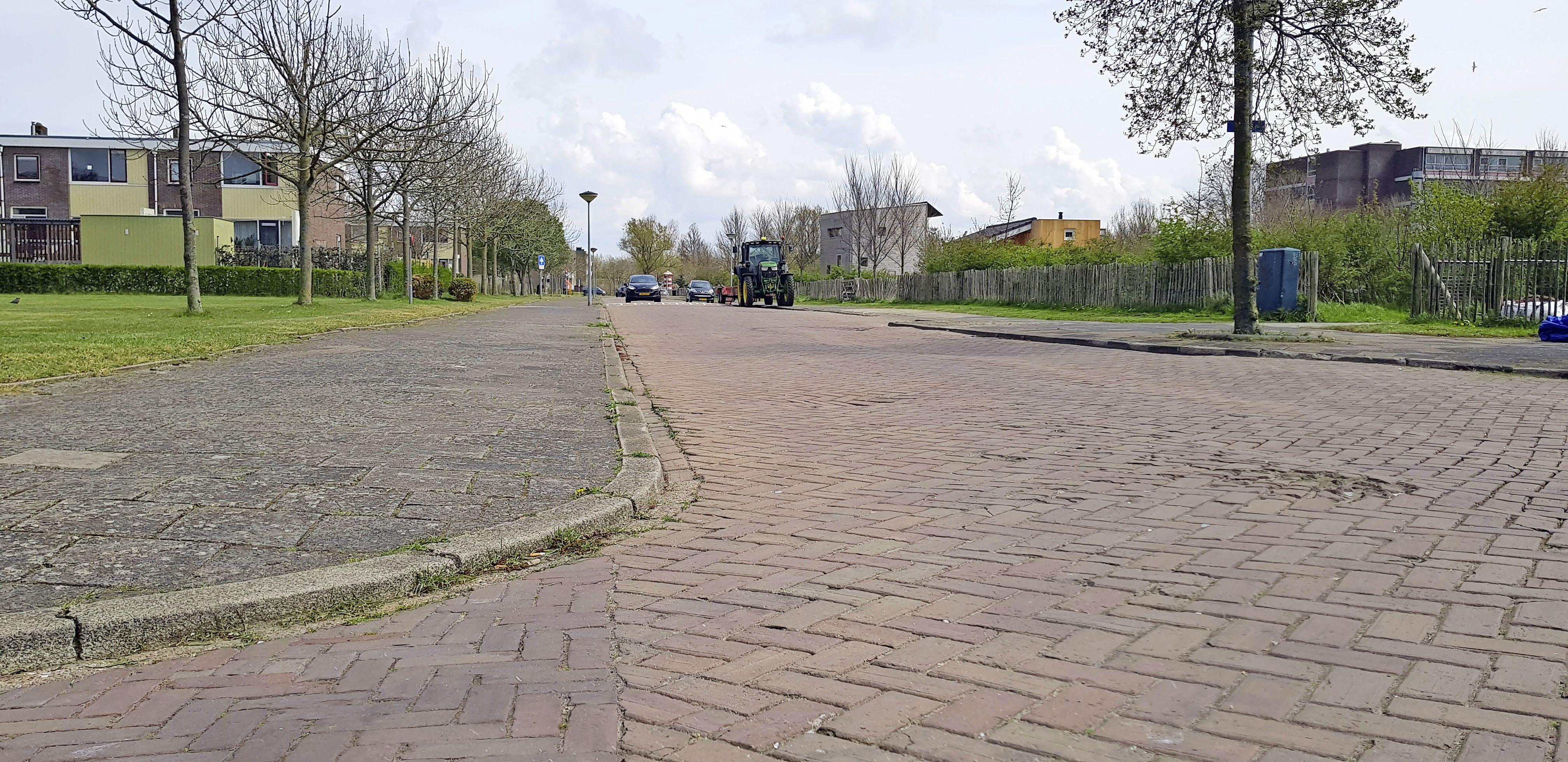 De verlaten Eendrachtstraat lijkt de perfecte plek om een jochie (9) van zijn step te beroven. 'Onze kinderen mogen alleen spelen waar wij hen kunnen zien'