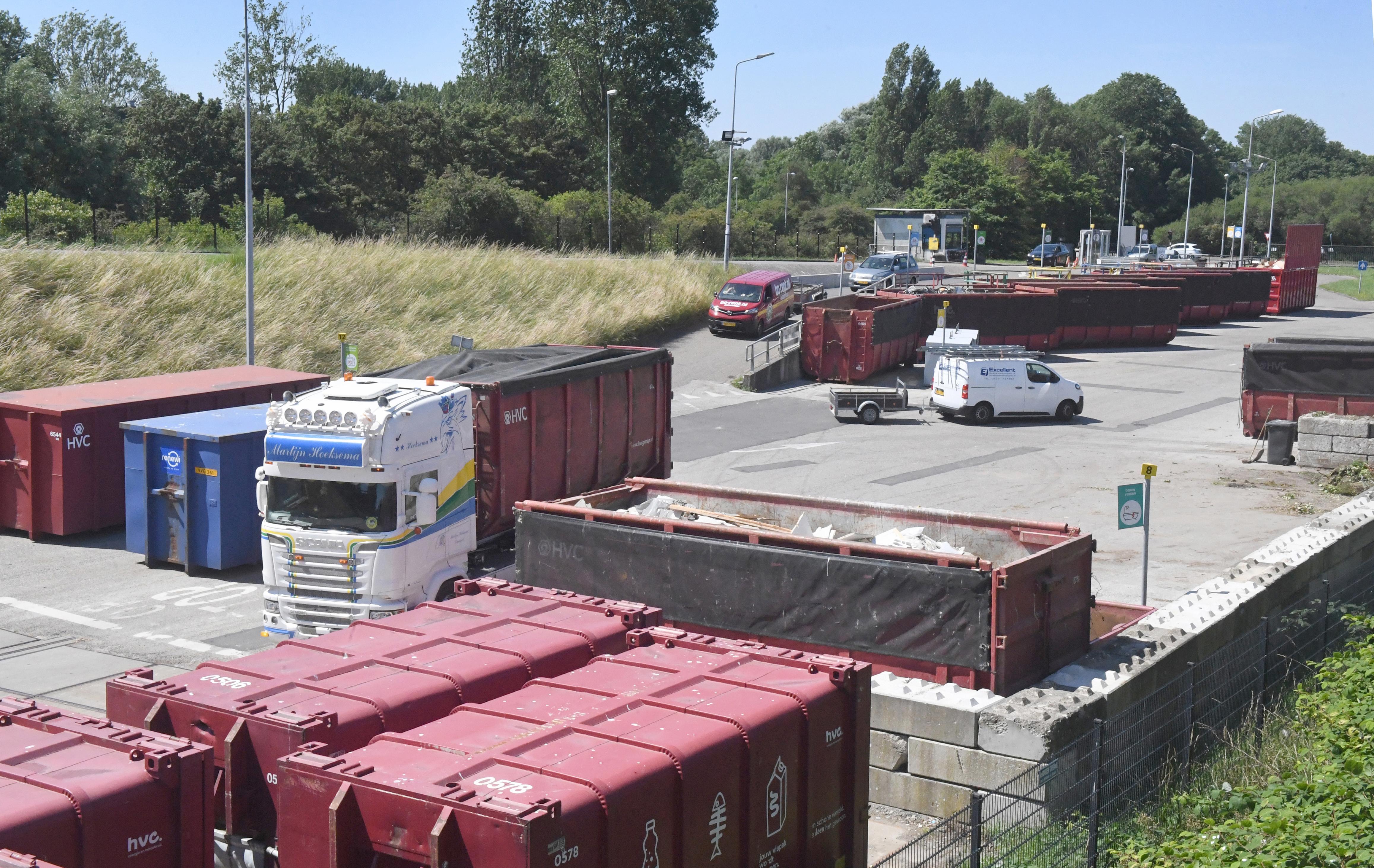Corona-uitbraak leidt tot piek bij afvalbrengstation aan de Helderse Schootenweg: 'Bewoners hebben hun garages uitgemest'