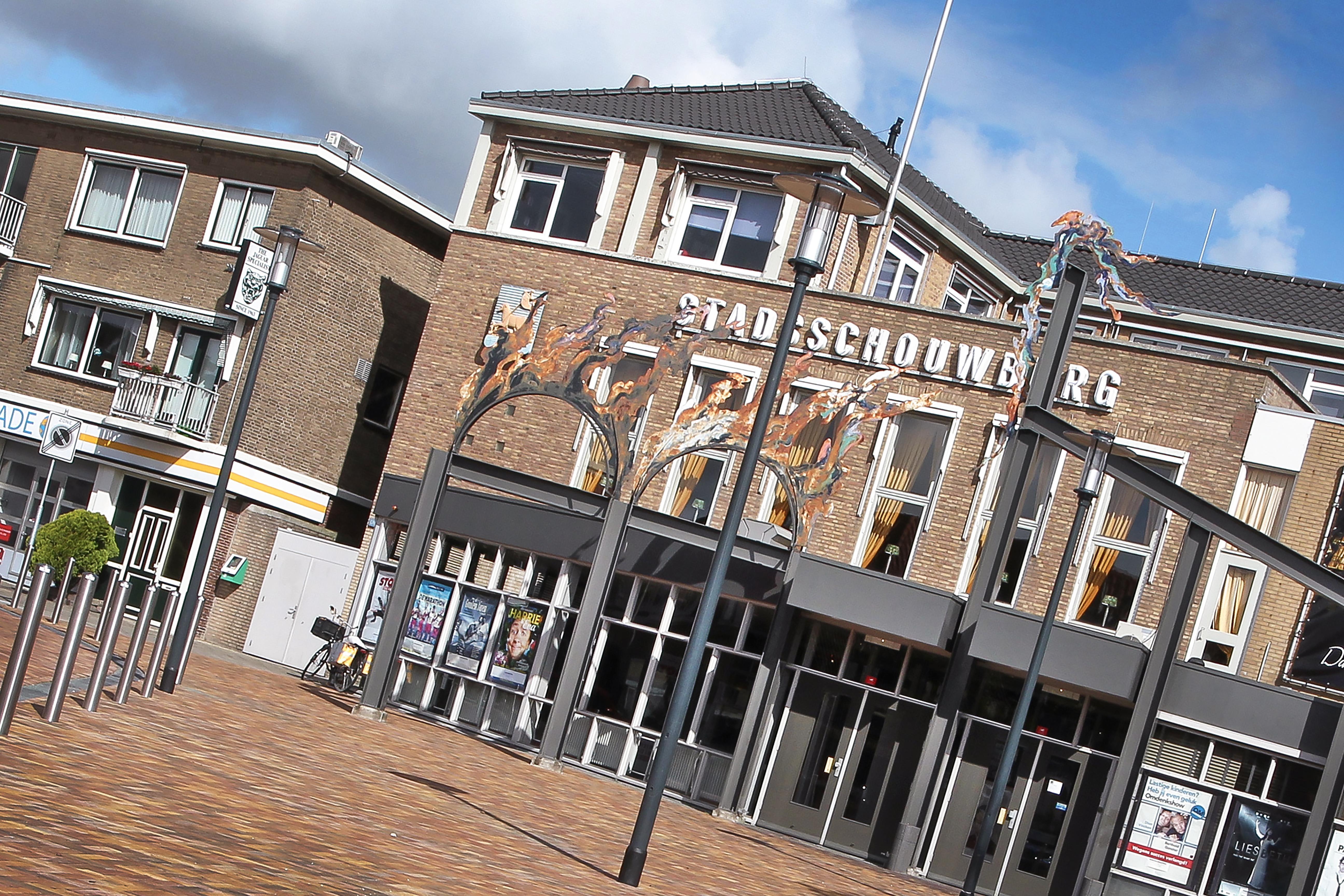 Stadsschouwburg Velsen zet deuren wagenwijd open voor zomerprogramma en terras: 'We hopen ons theaterloze en stille voorjaar voor iedereen weer een beetje goed maken'