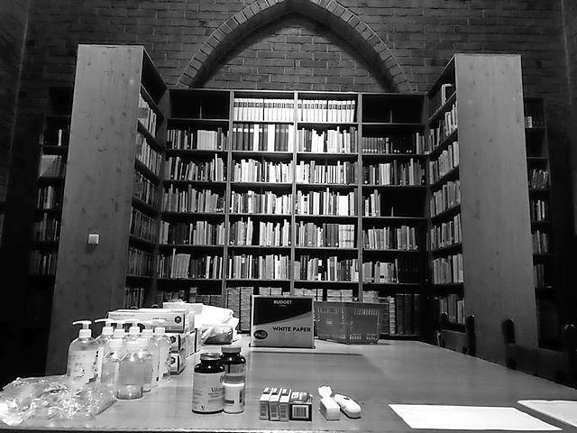 Corona-uitbraak in de abdij van Egmond; negen van de twaalf monniken besmet. 'De kerk is leeg en stil en wacht geduldig op betere tijden'
