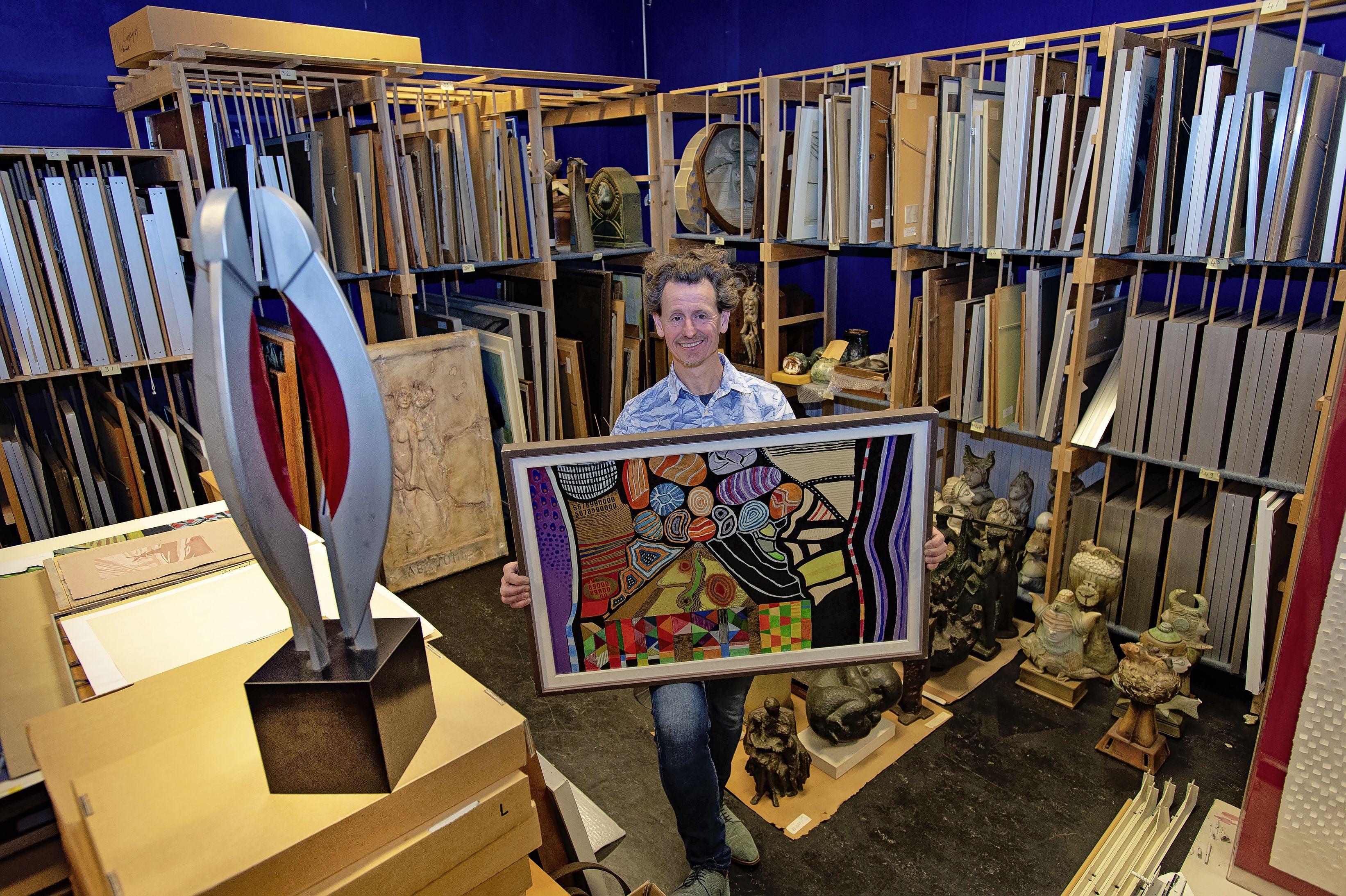 Gemeente Zaanstad moet na jaren afstand doen van elfhonderd opgeslagen kunstwerken: 'Kunstenaars kunnen de werken terugkopen, de rest verkopen we'