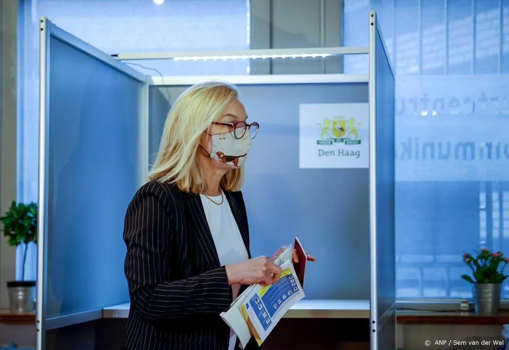 Sigrid Kaag (D66) brengt stem uit voor Tweede Kamer