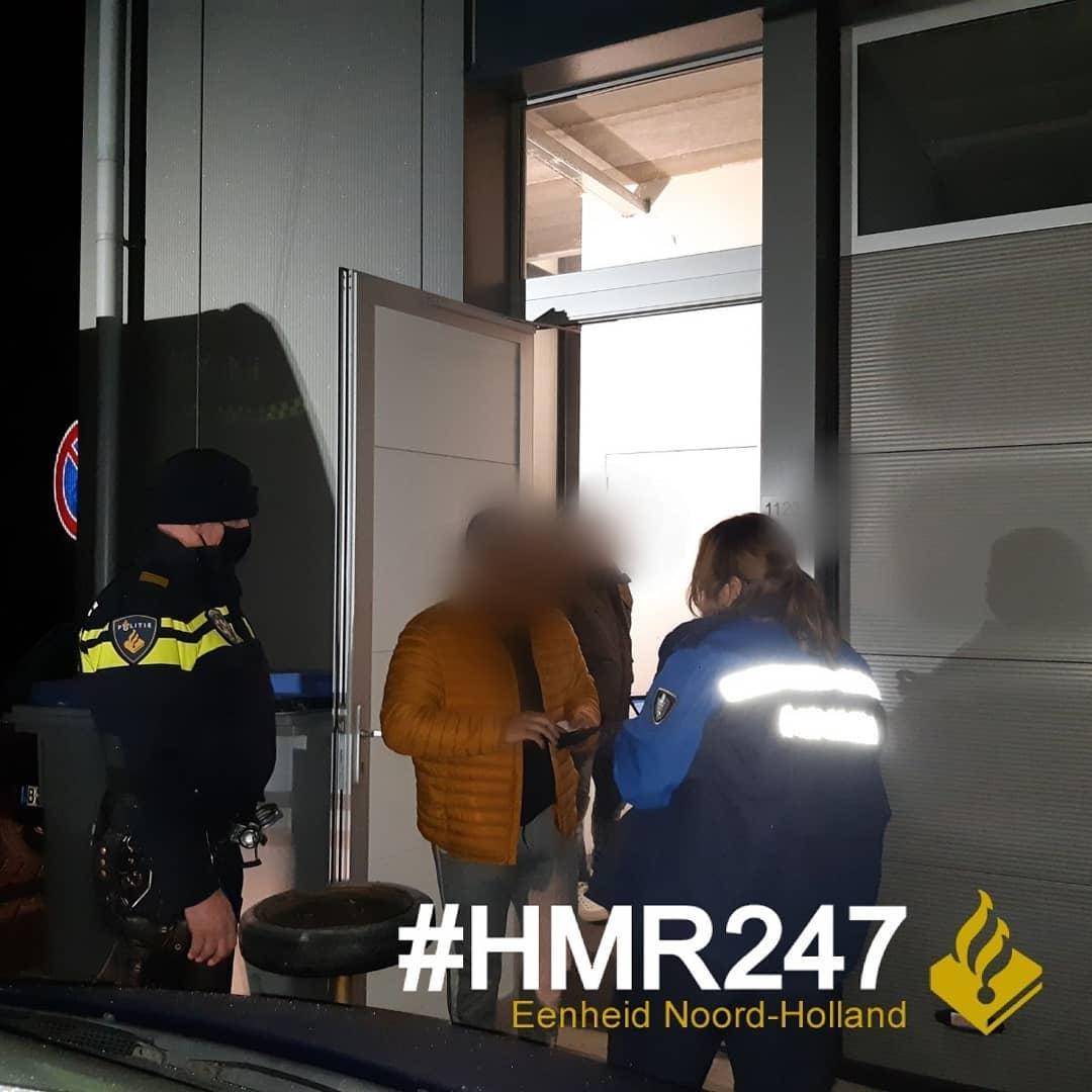 Politie beëindigt nachtelijk feest in bedrijfspand Vijfhuizen, 24 man in kleine ruimte met lachgas en coke