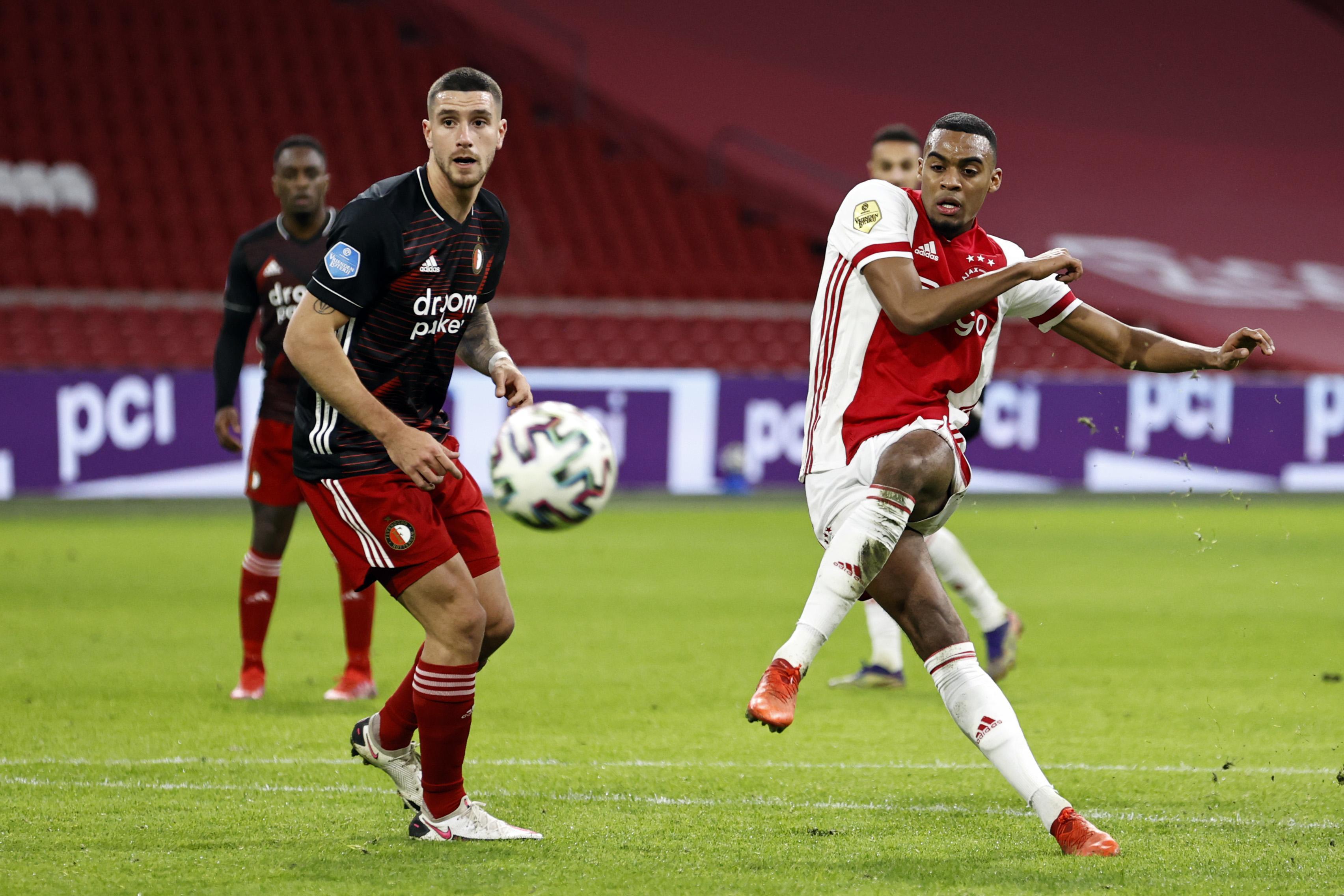 Feyenoord laat Ajax wankelen maar verliest wel weer in ArenA