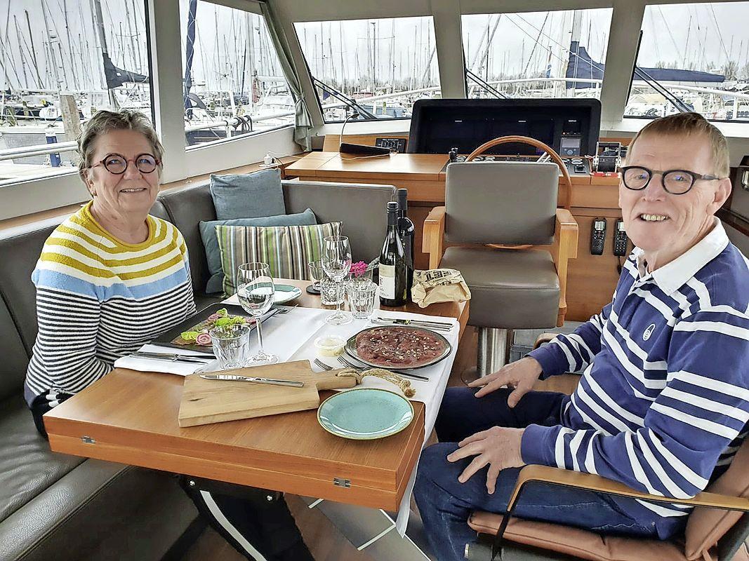 'Avondje uit' bij havenrestaurant MED Trattoria: driegangenmenu aan boord van eigen boot. 'Heel leuk dat dit kan. En we hoeven niet af te wassen'