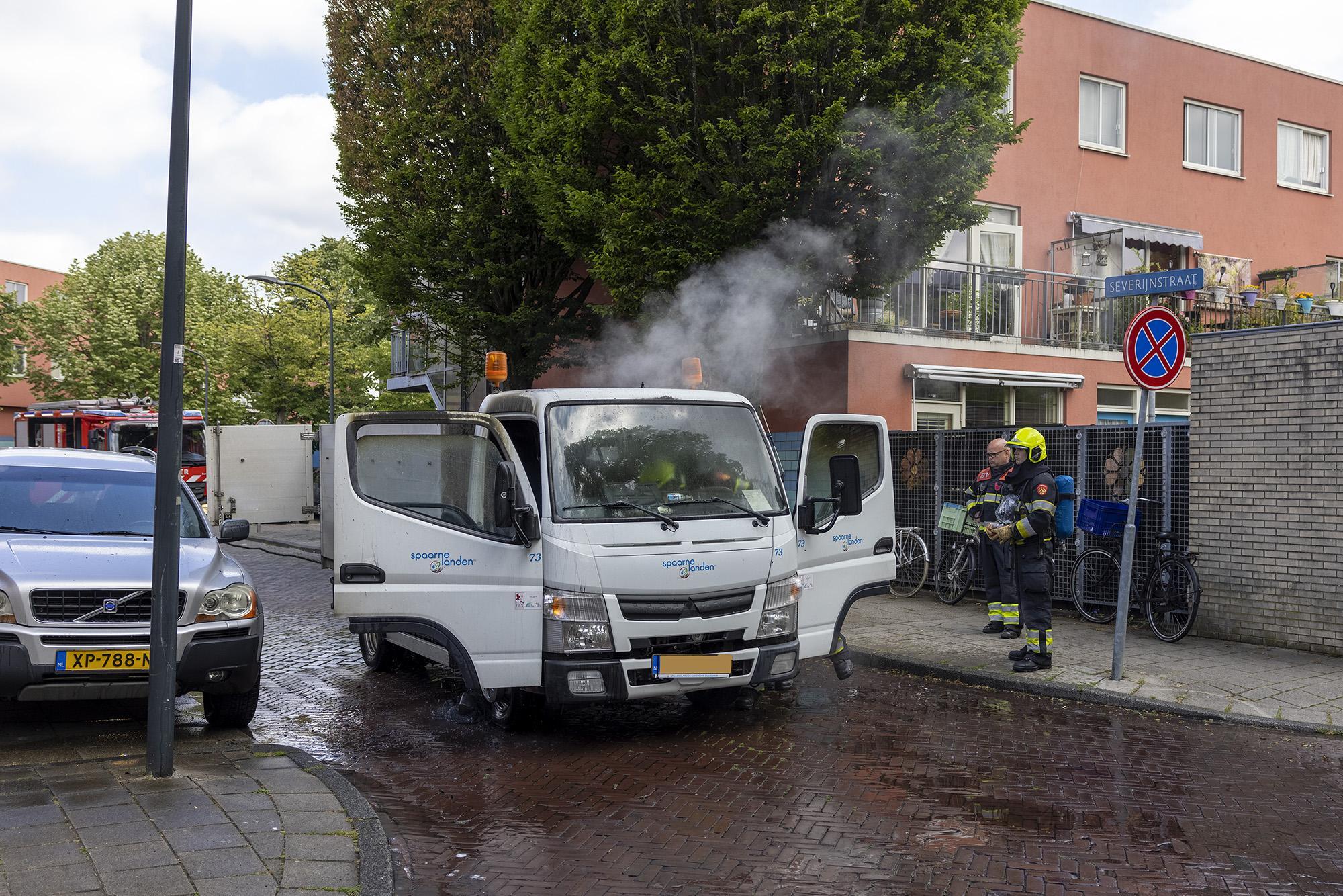 Bakwagen van Spaarnelanden in brand gevlogen in Haarlem