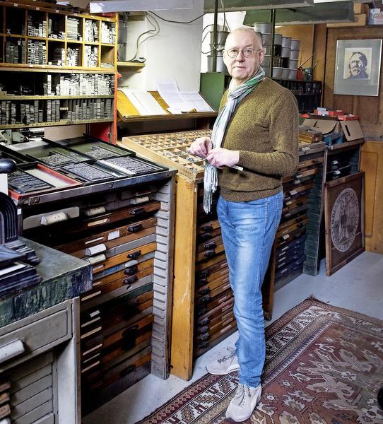 Kandidaat Olifant 2017 Nop Maas maakt literaire juweeltjes in ambachtelijke drukkerij Hof van Jan