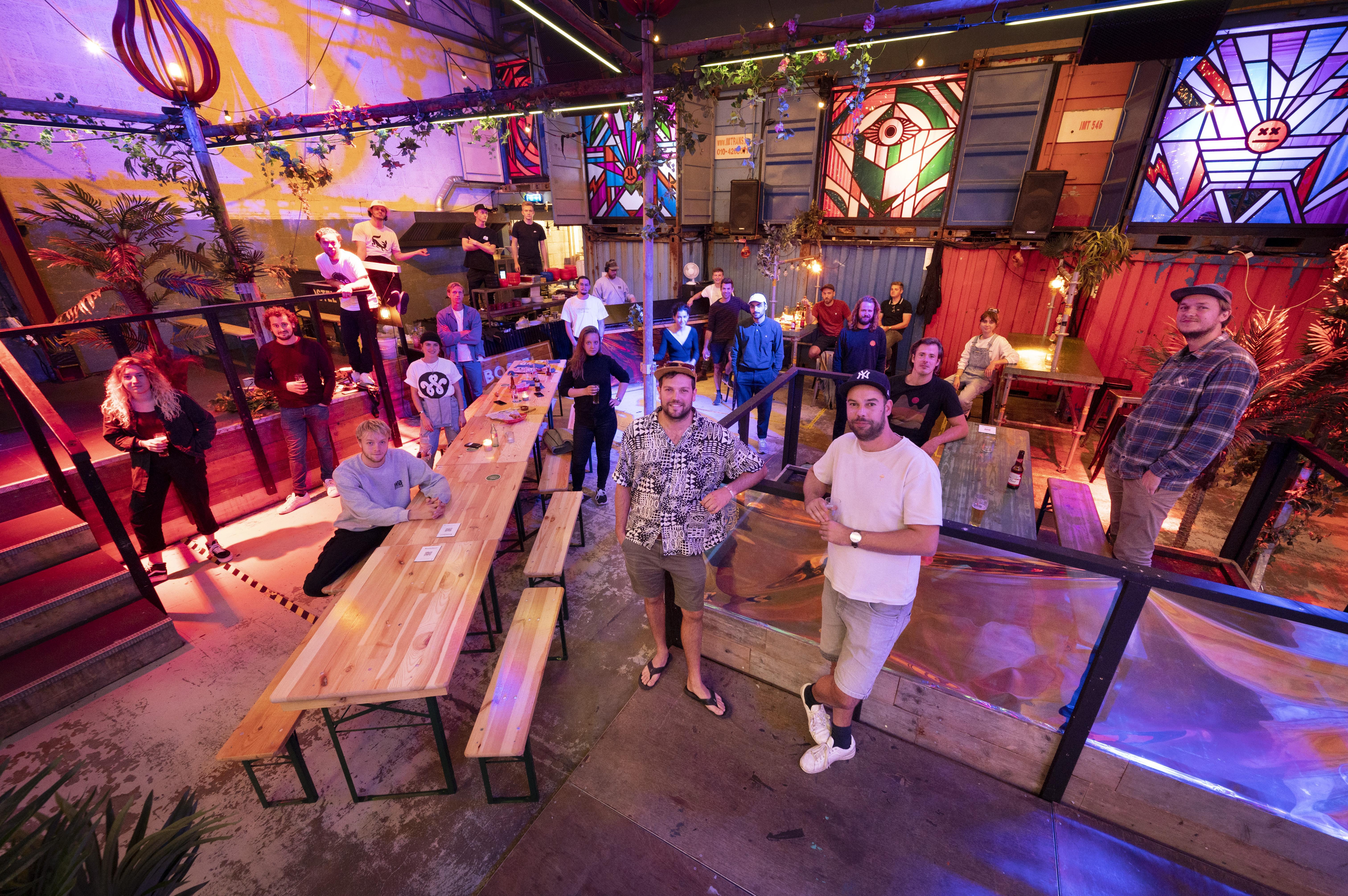 Clubs en feestcafés in de Leidse regio hebben het zwaar: 'Al generaties lang vermaken we het uitgaanspubliek. Die missen nu hun plekje'
