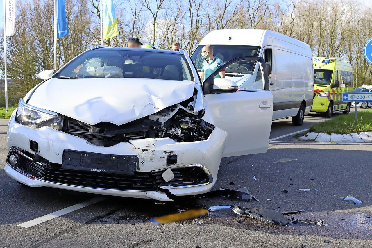 Veel schade bij botsing tussen twee auto's in Noordwijk