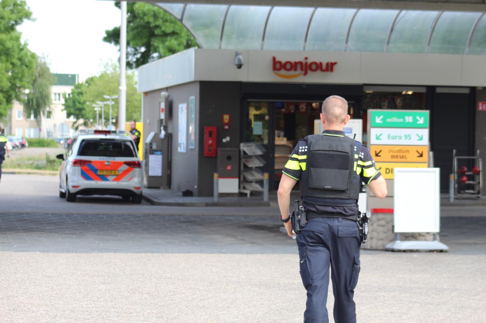 Overval bij tankstation in Weesp. Daders na korte achtervolging aangehouden