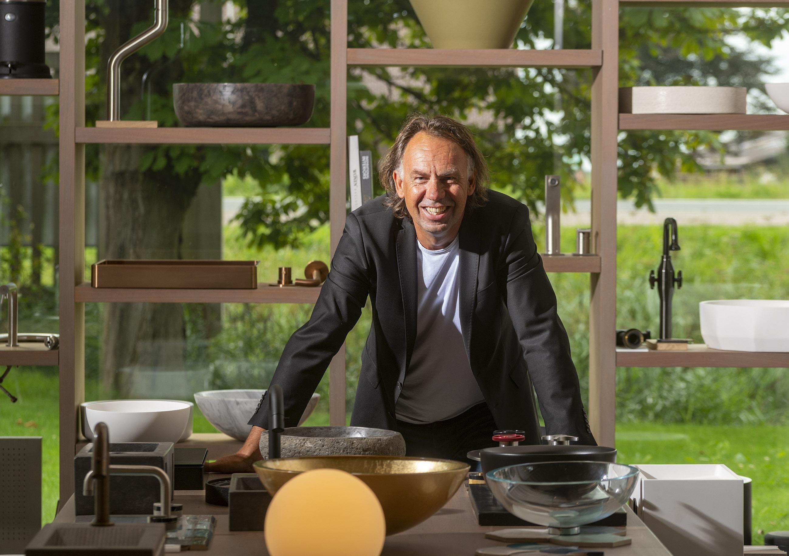 Willem Brouwer verruilde een leven als kok voor dat als ontwerper van luxe sanitair: 'voor mij zit luxe in gevoel'