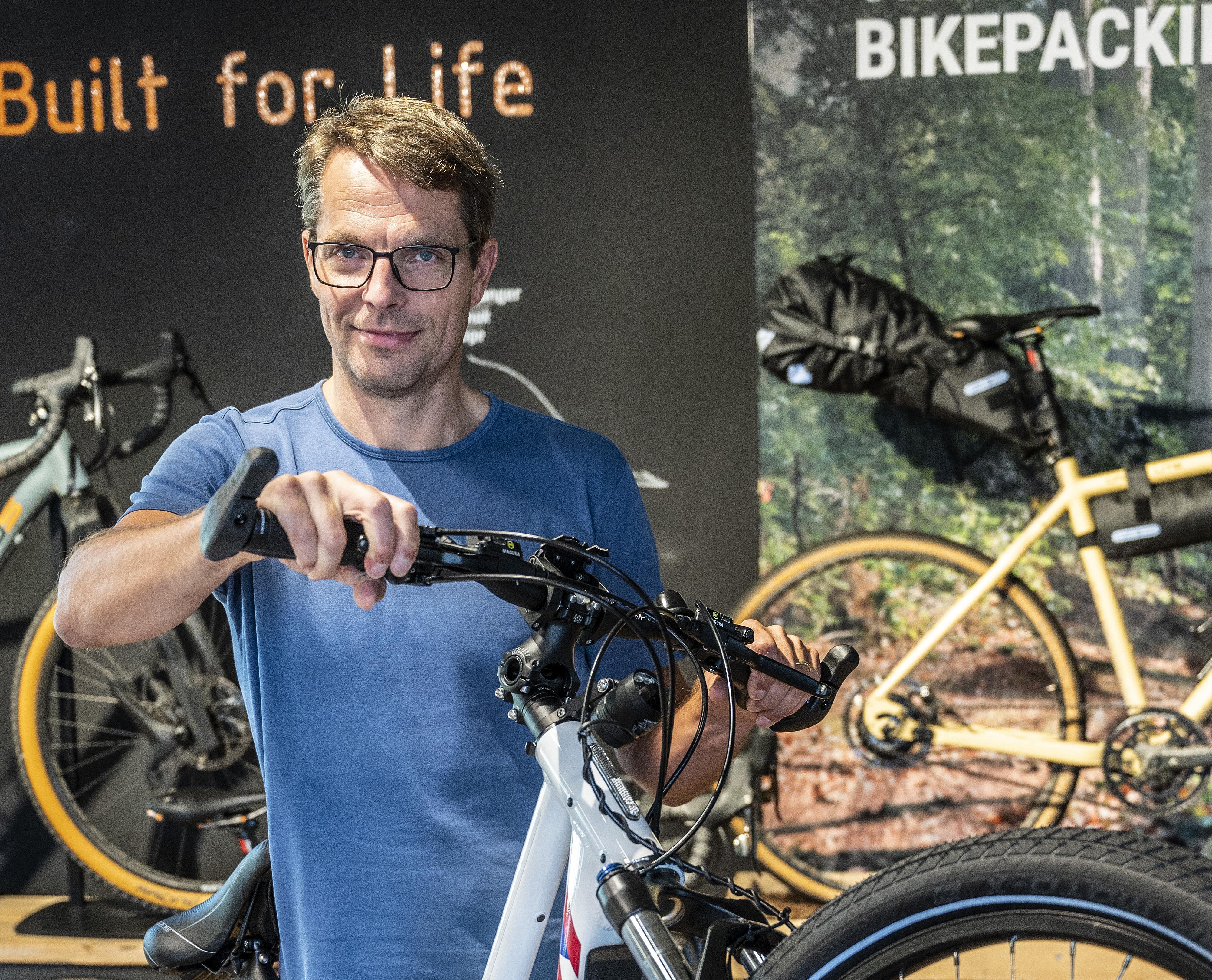 Bij Santos uit Nieuw-Vennep worden revolutionaire fietsen gebouwd: van Lego tot mountainbike [video]