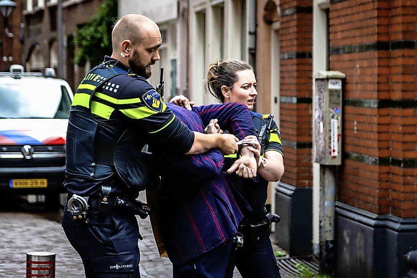 Man bespuugt politie na arrestatie voor winkeldiefstal in Haarlem