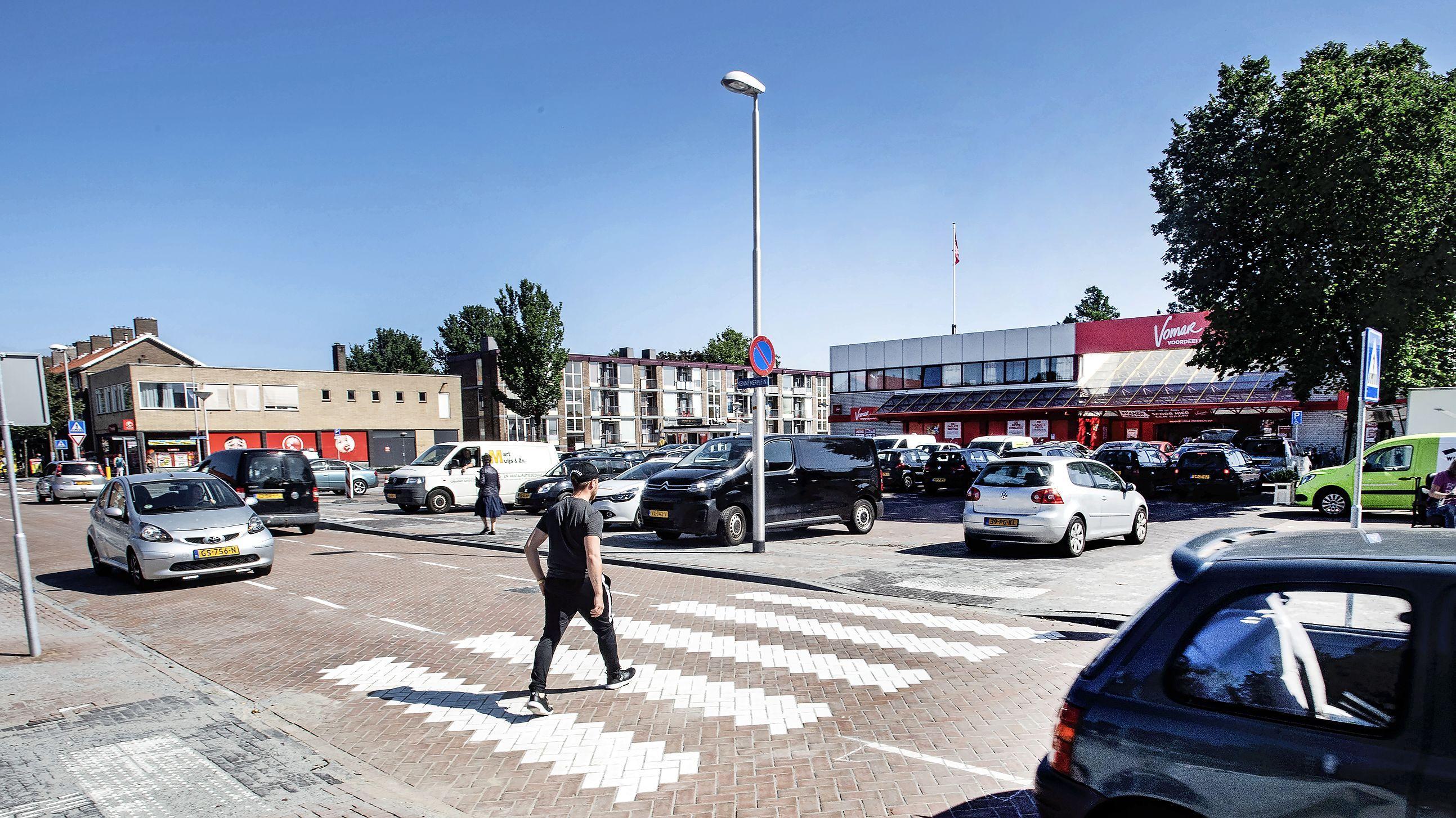 Aangepaste blauwe zone op Kennemerlaan in IJmuiden stuit nu op weerstand van supermarkt Vomar