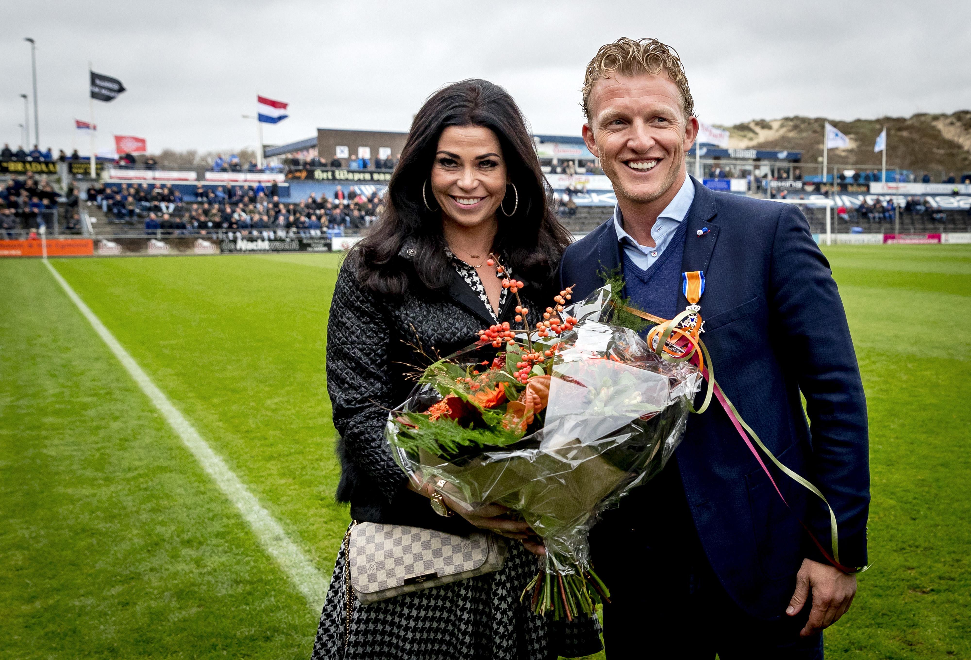 Dirk Kuijt gaat scheiden; hij hoeft voorlopig geen trainer van Feyenoord te worden. 'Het is een verdrietige situatie waarin het gezin en ik zitten'