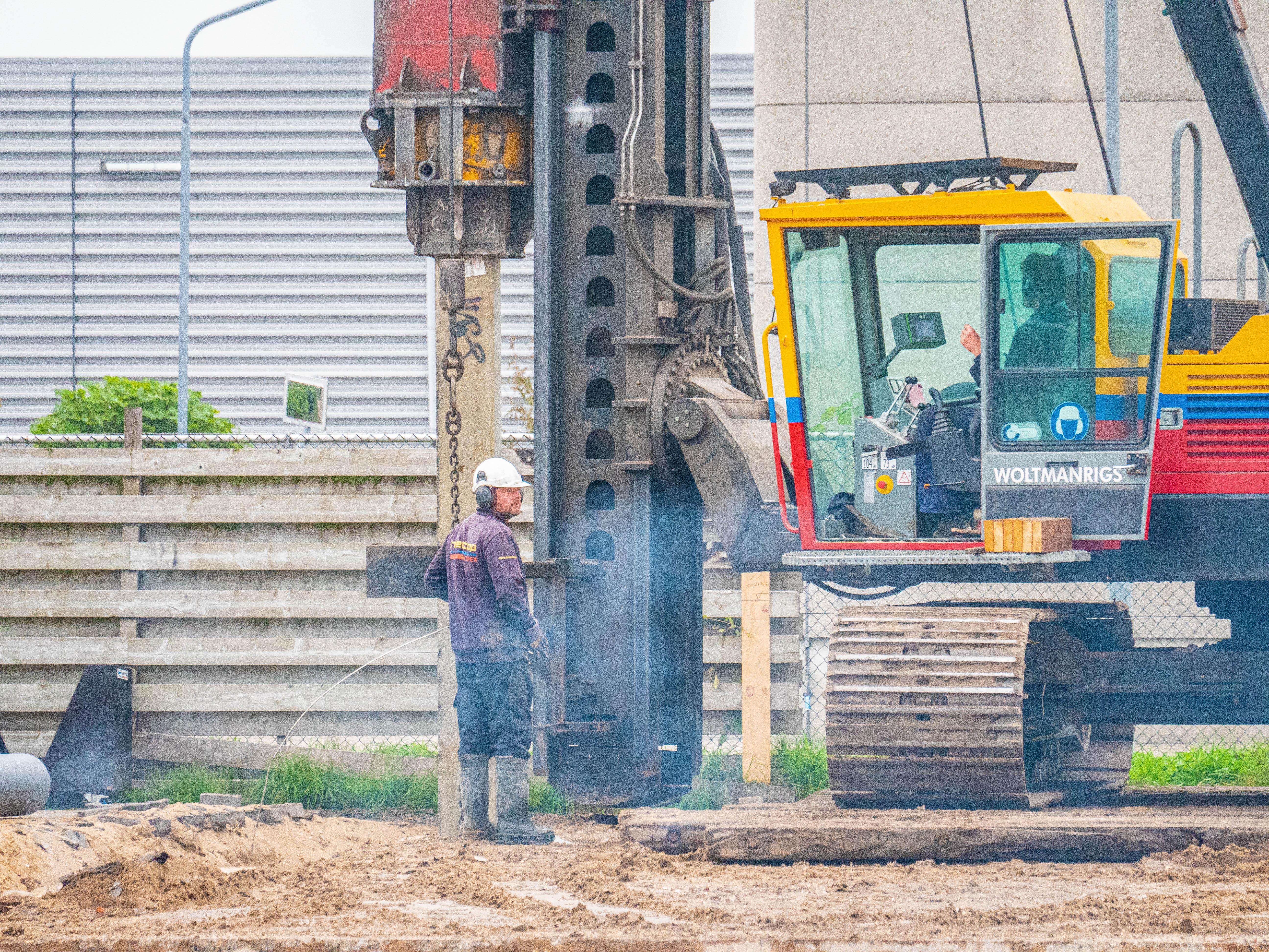 Eerste paal voor nieuwbouw Schagens bedrijventerrein Witte Paal: muntje moet zorgen voor meer geluk na verwoestende brand