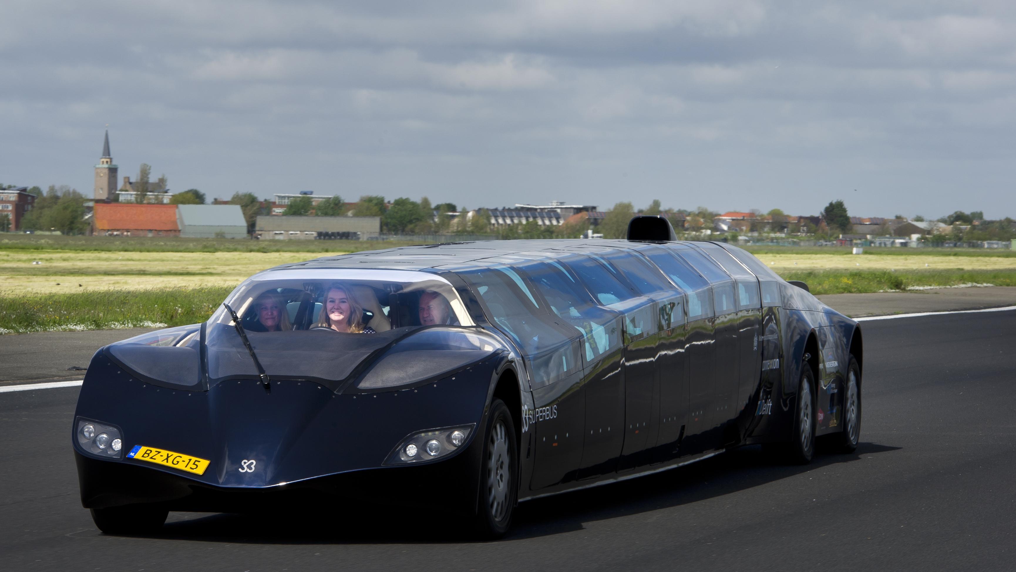 Superbus van Wubbo Ockels naar museum Nieuw-Vennep [video]