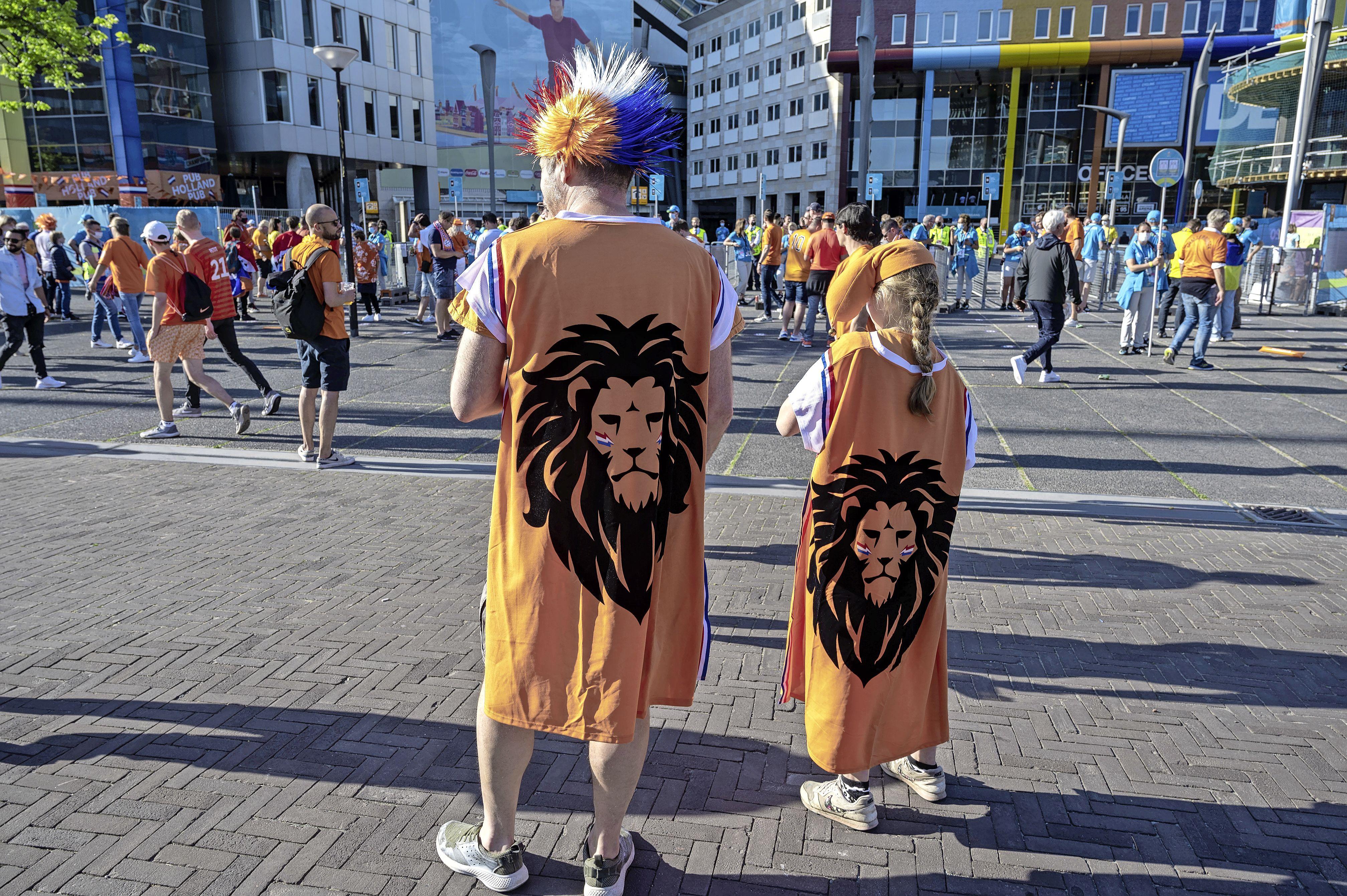 Geen 'mannetjes' rond de Johan Cruijff Arena, maar nog wél kaartjes. Ja, het is een raar toernooi | EK-column
