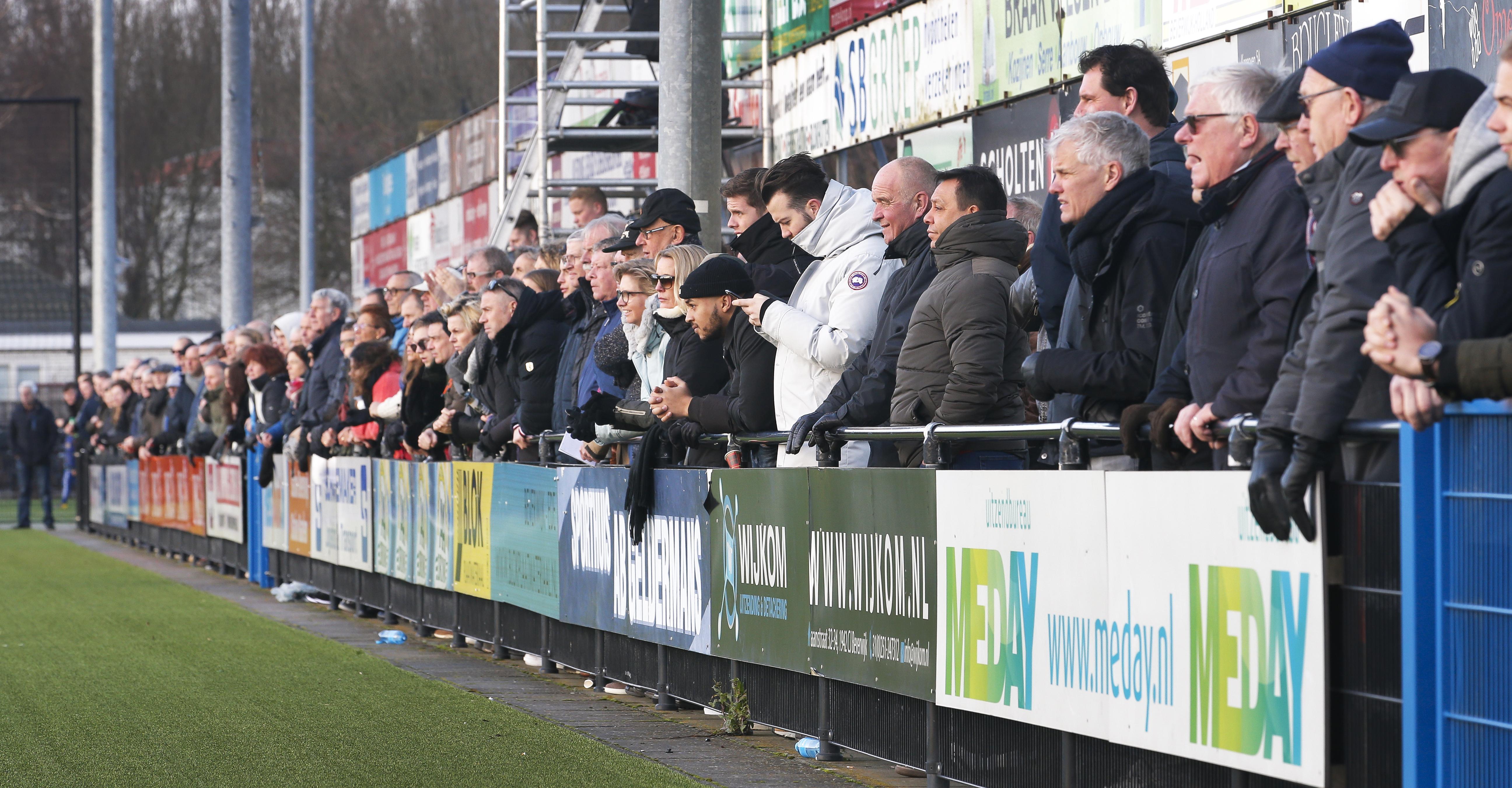 Voetbalverenigingen in de problemen omdat er niet gespeeld mag worden: 'Dit is een ramp voor de club, maar dat staat natuurlijk in een schril contrast met de gevolgen voor de gezondheid'
