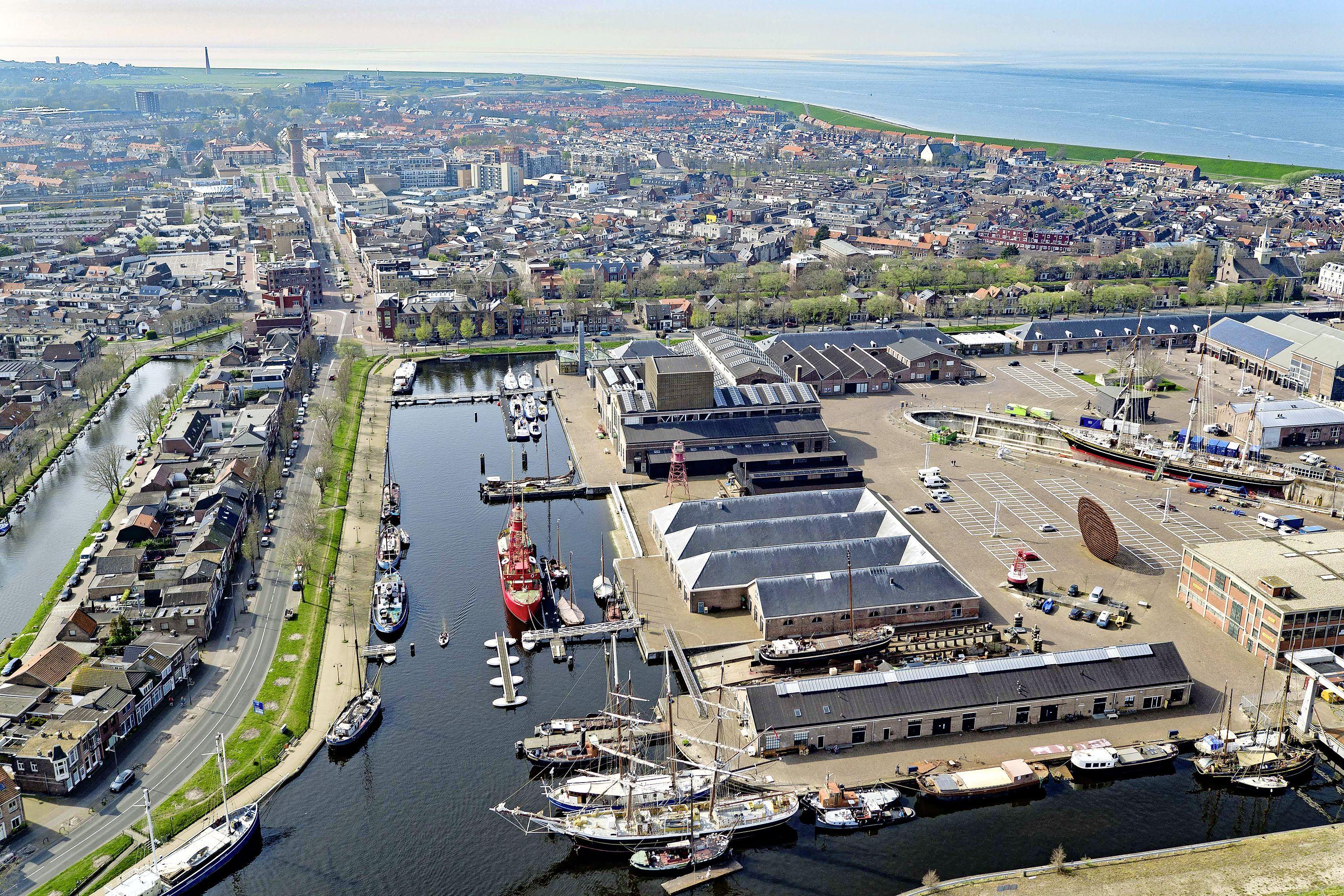 Wij blijven in Den Helder straks zitten met een plek waar evenementen nauwelijks nog kunnen, een parkeerprobleem en waar het nautische karakter om zeep geholpen is | Opinie