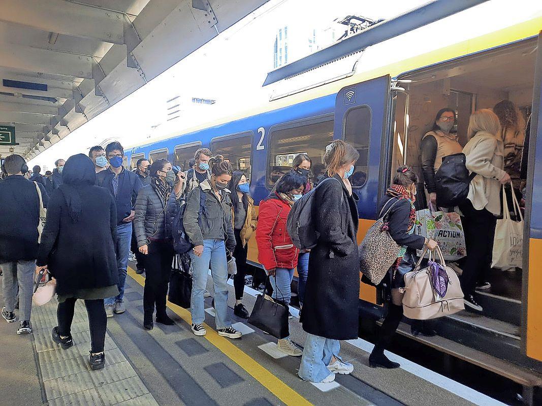 Overlast en volle treinen door actievoerende leden van FNV Spoor