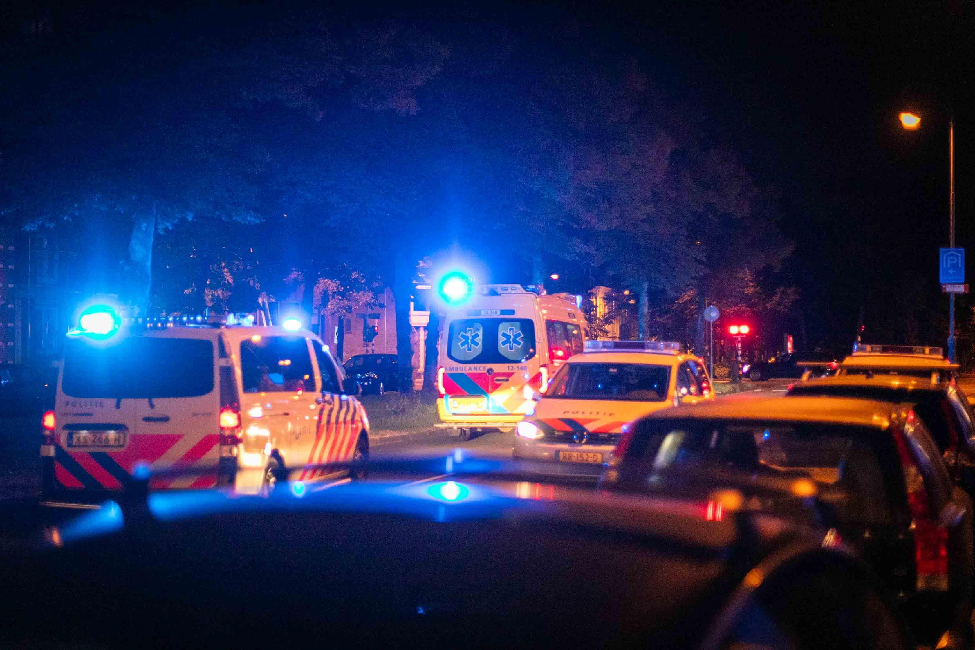Agressieve naakte man door politie in bedwang gehouden in Haarlem