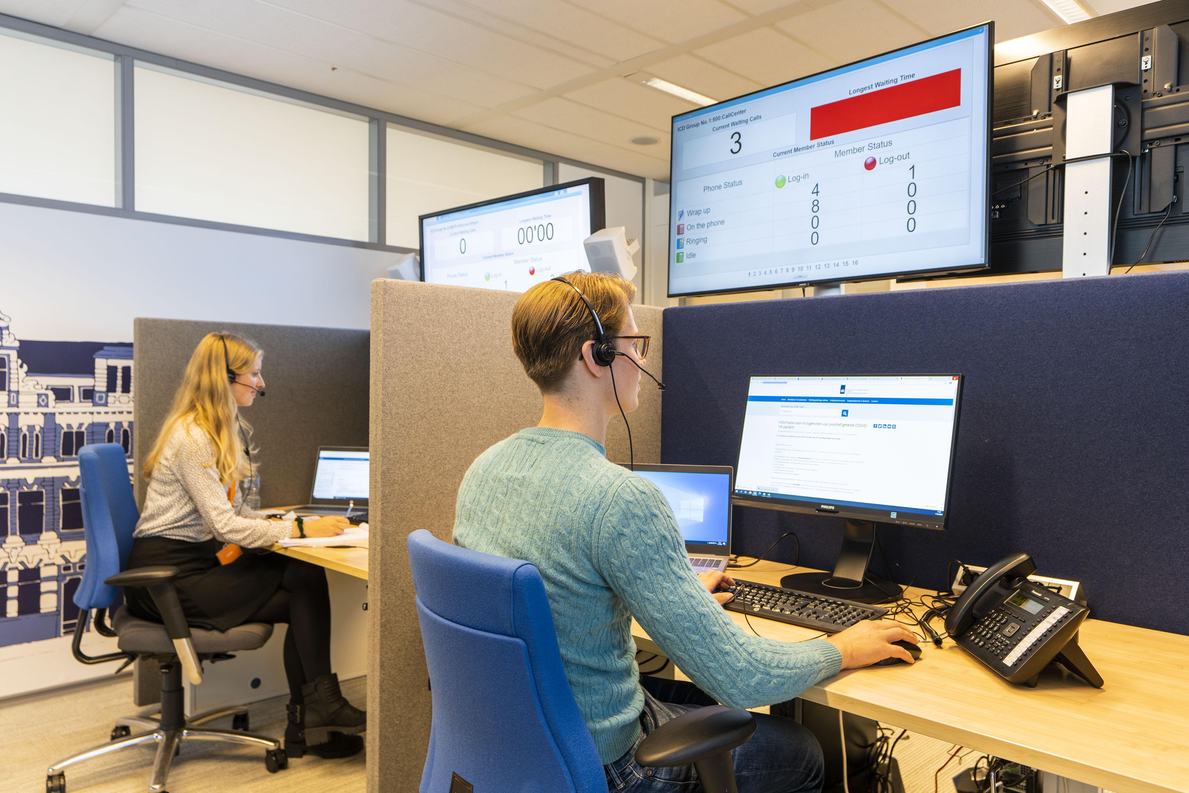 GGD Hollands Midden kan vele telefoontjes over persoonlijk effect van coronavaccinatie niet beantwoorden: 'Bellen heeft geen zin'