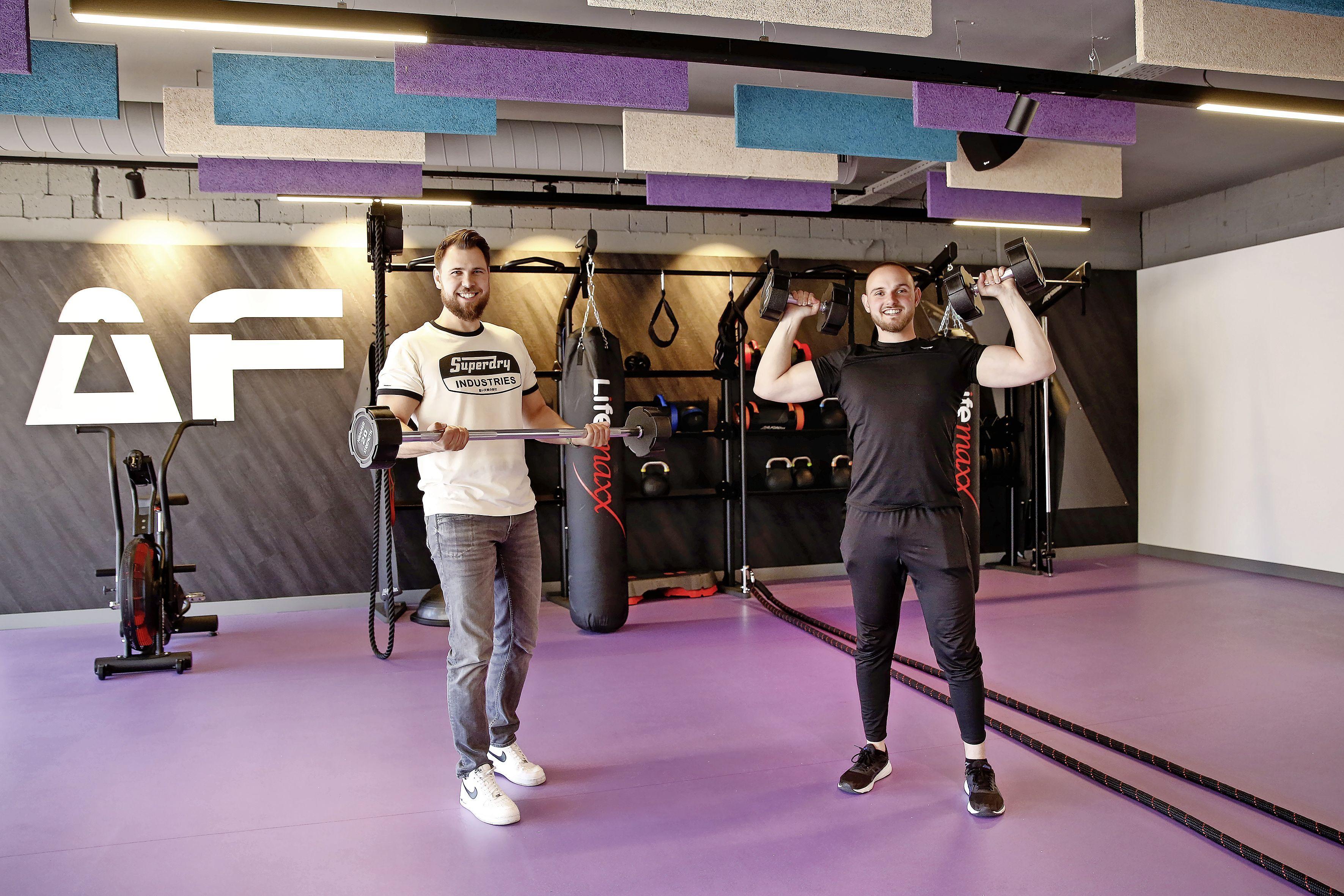 Bussumse broers openen sportschool waar je 24 uur per dag terechtkunt: 'Al tien jaar onze droom om mensen te helpen gezond te blijven'