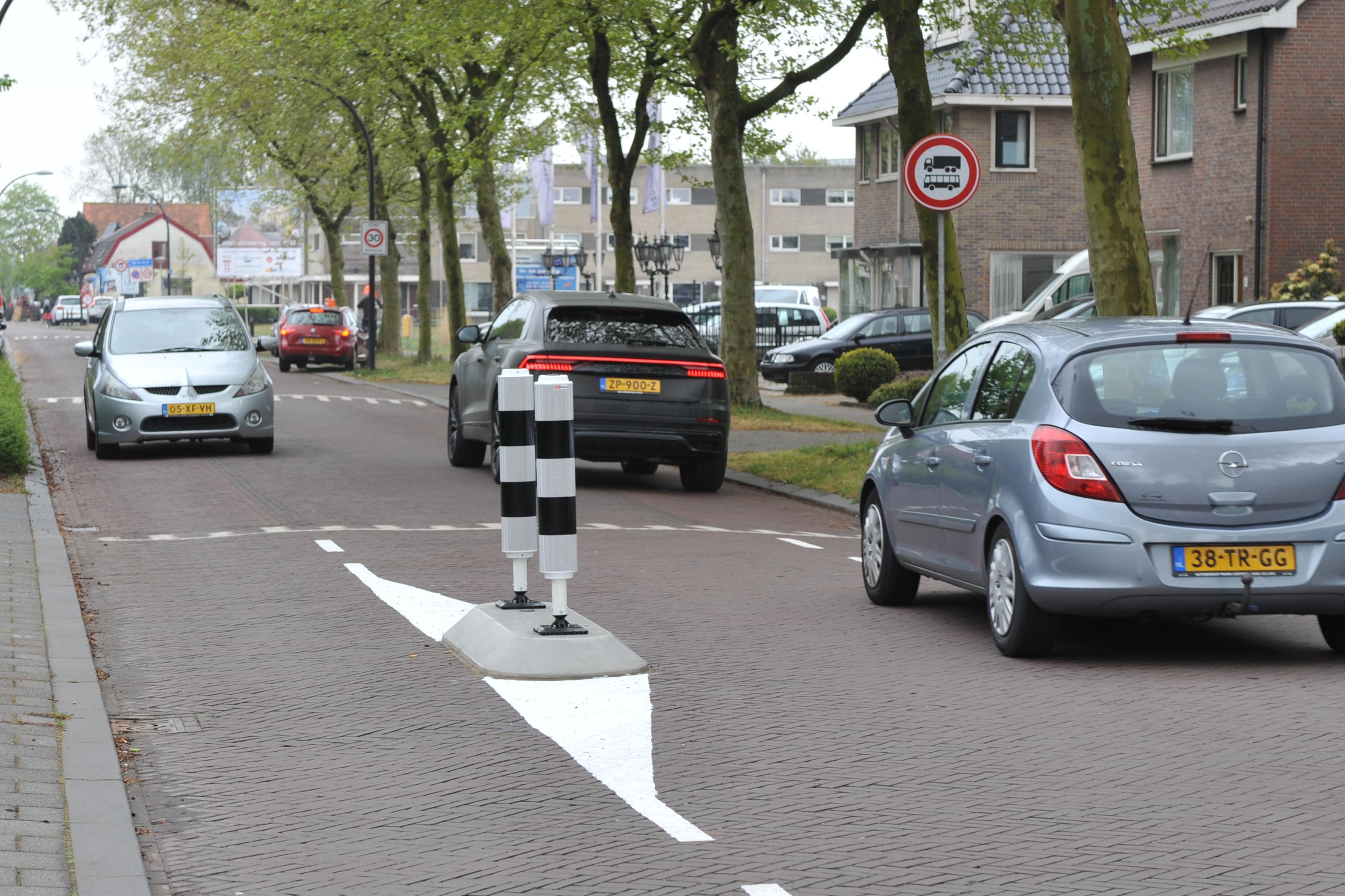 Omwonenden willen knip terug in Rijksstraatweg/Alkmaarseweg in Heemskerk: 'De lintweg zit zo in het systeem van de automobilist dat alleen een afsluiting het doorgaande verkeer zal weren'