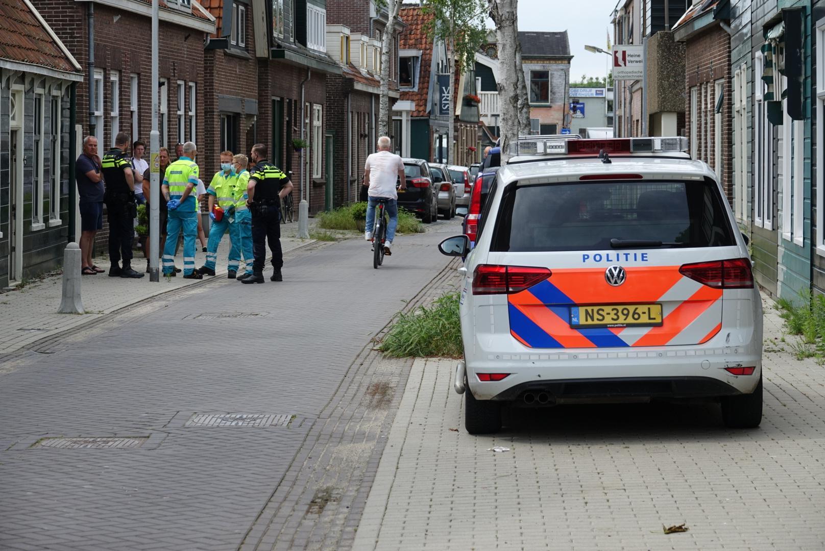 Steekpartij zonder gewonden in Krommenie. Dader blijkt 'alleen' te zwaaien en dreigen met een mes. Hij is aangehouden