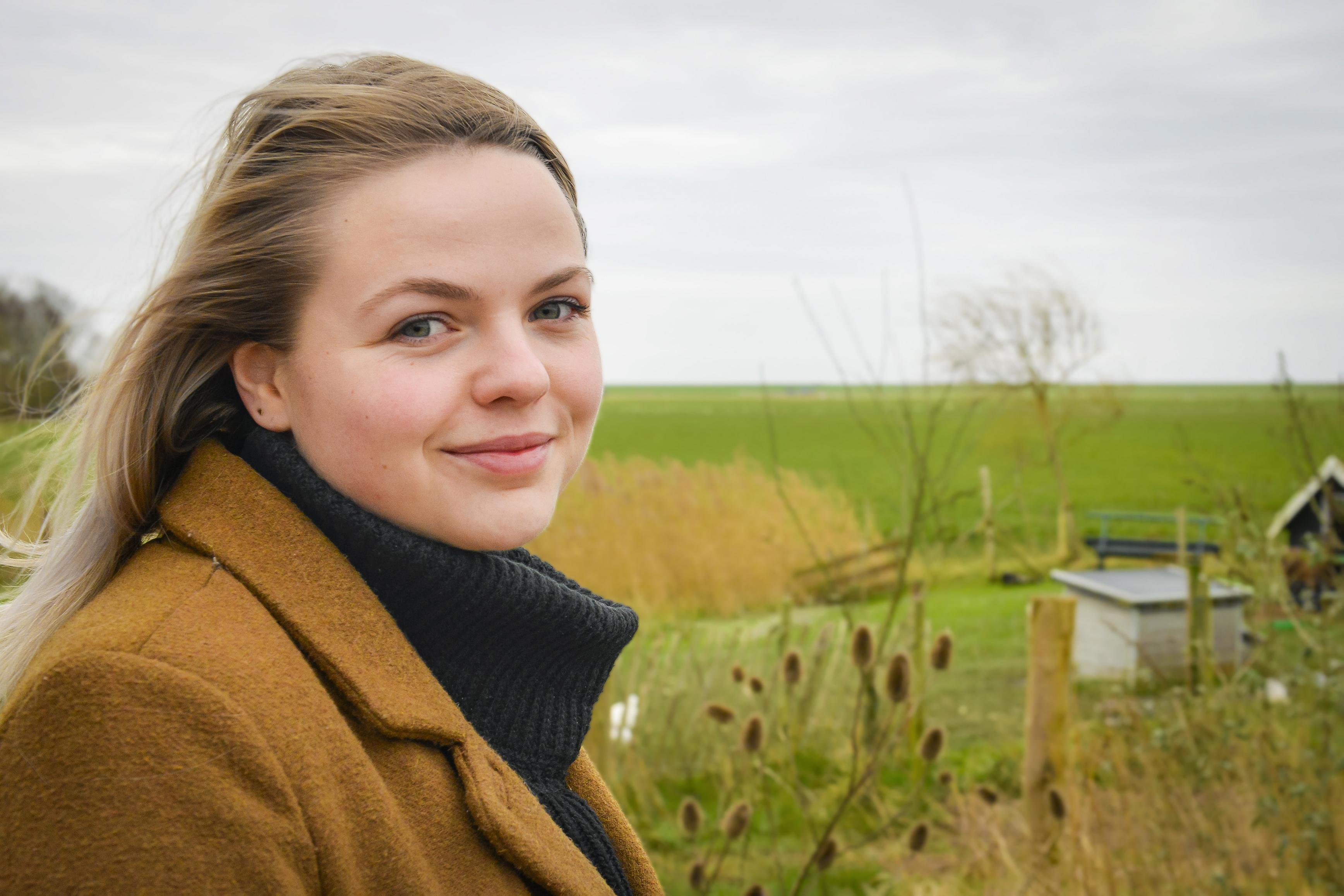 Texelse Maaike (21) is student en werkt op de covid-afdeling. Ze verlangt naar het oude studentenleven, maar ziet ook mensen doodgaan. 'Corona moet je serieus nemen. Deze zorg is next level'