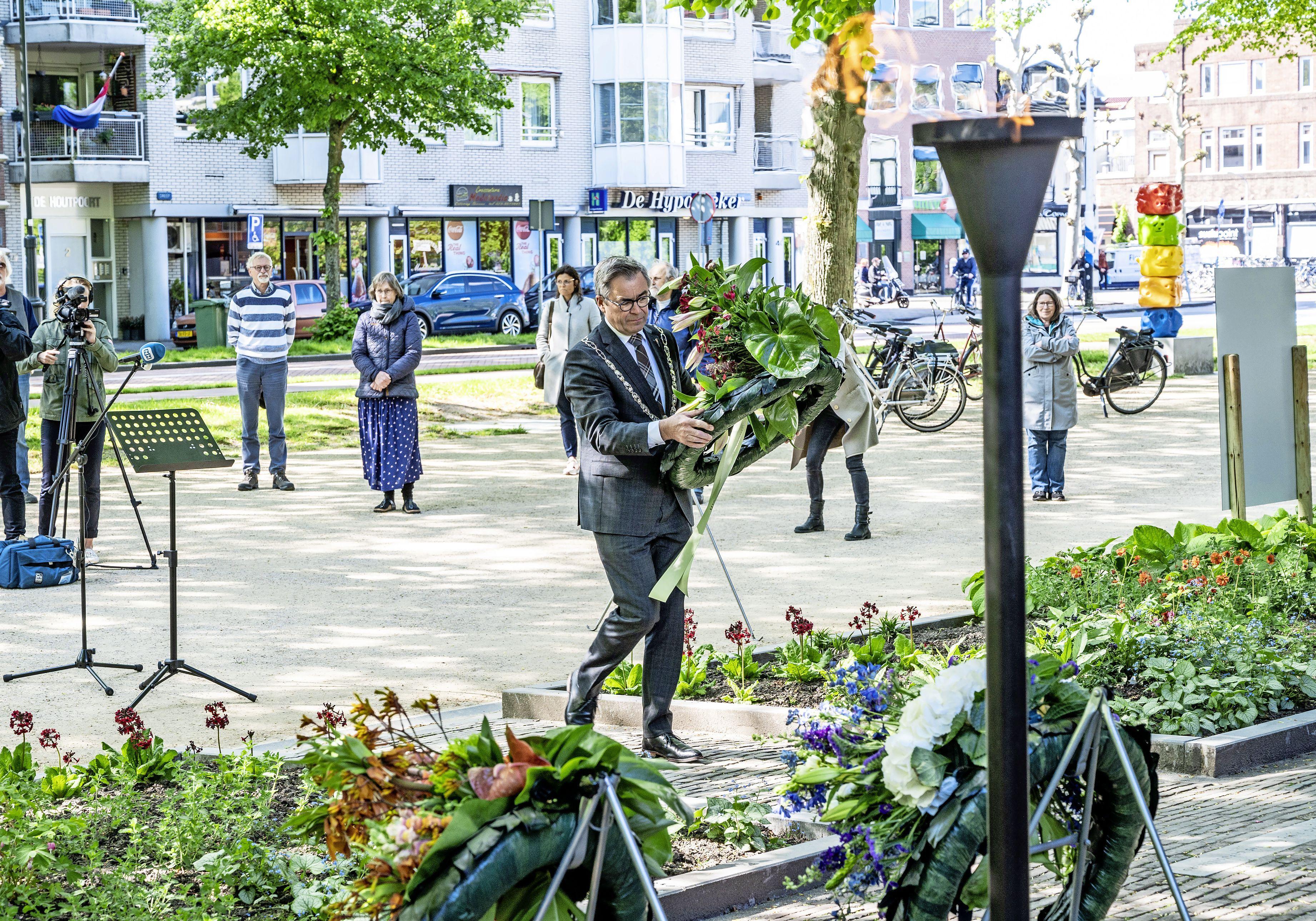 Dodenherdenking veelal zonder publiek maar wel thuis te volgen: 'We zien u graag weer in 2022'