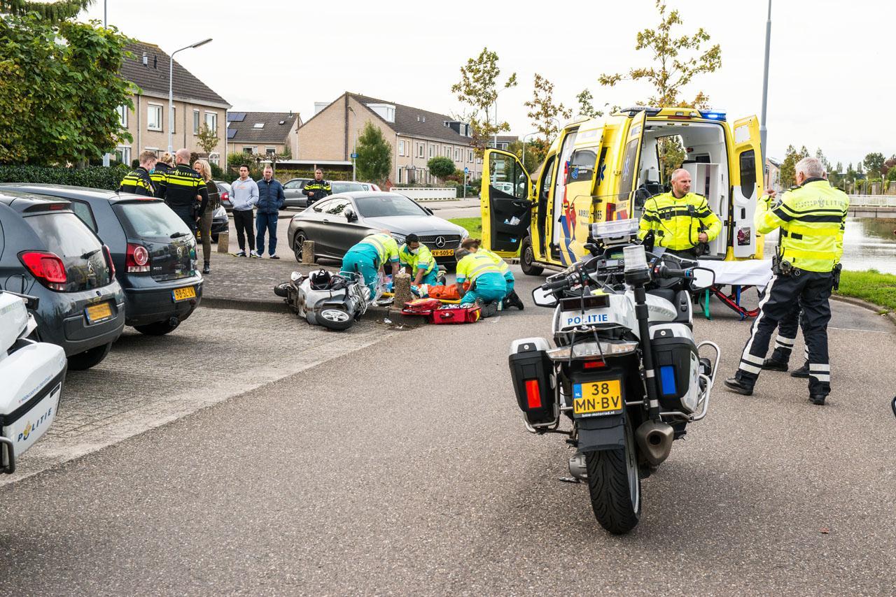 Scooterrijder ernstig gewond bij frontale botsing met auto in Badhoevedorp