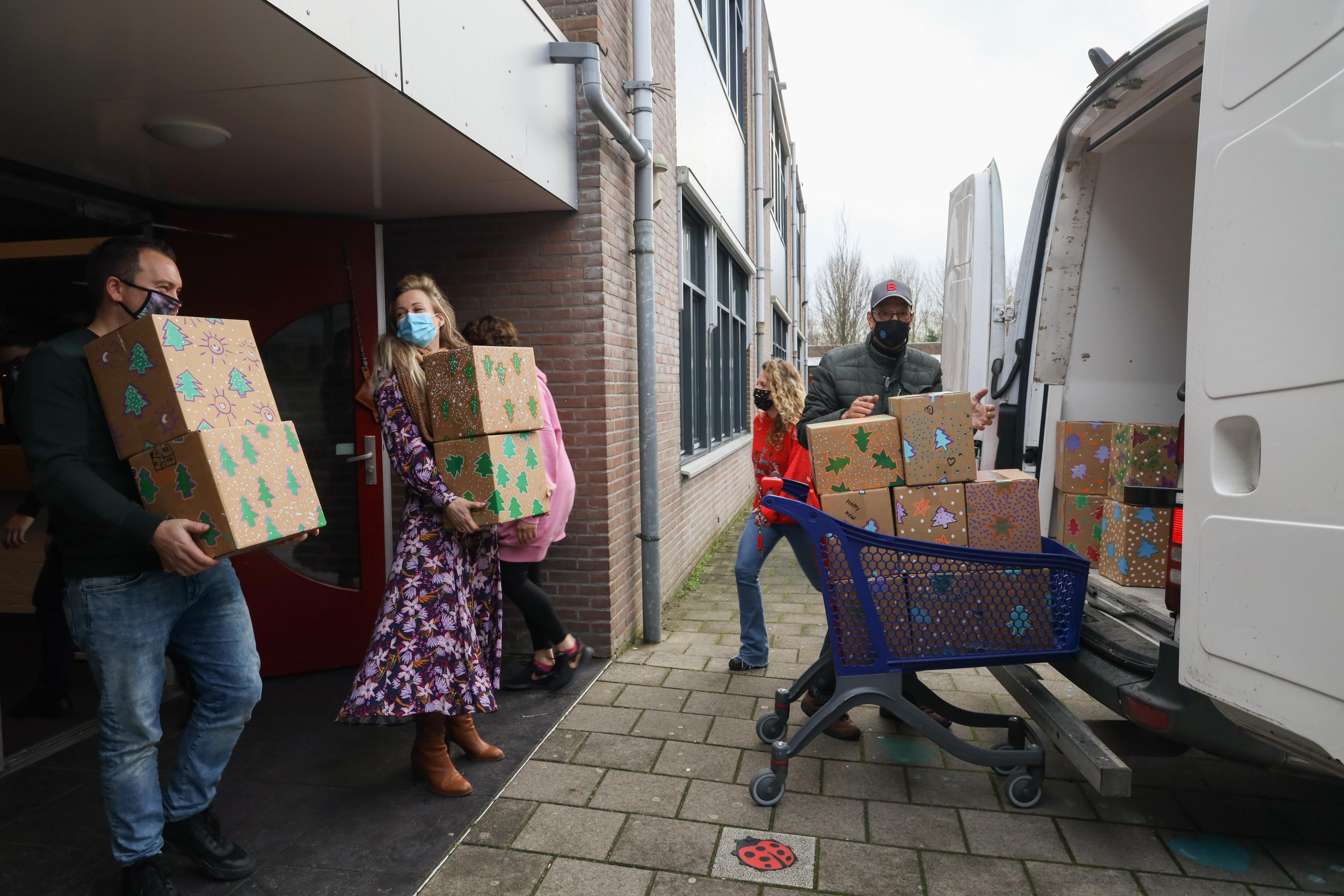 Groeiend aantal gezinnen bij voedselbank West-Friesland. 'Kerstpakketten zijn meer dan welkom'