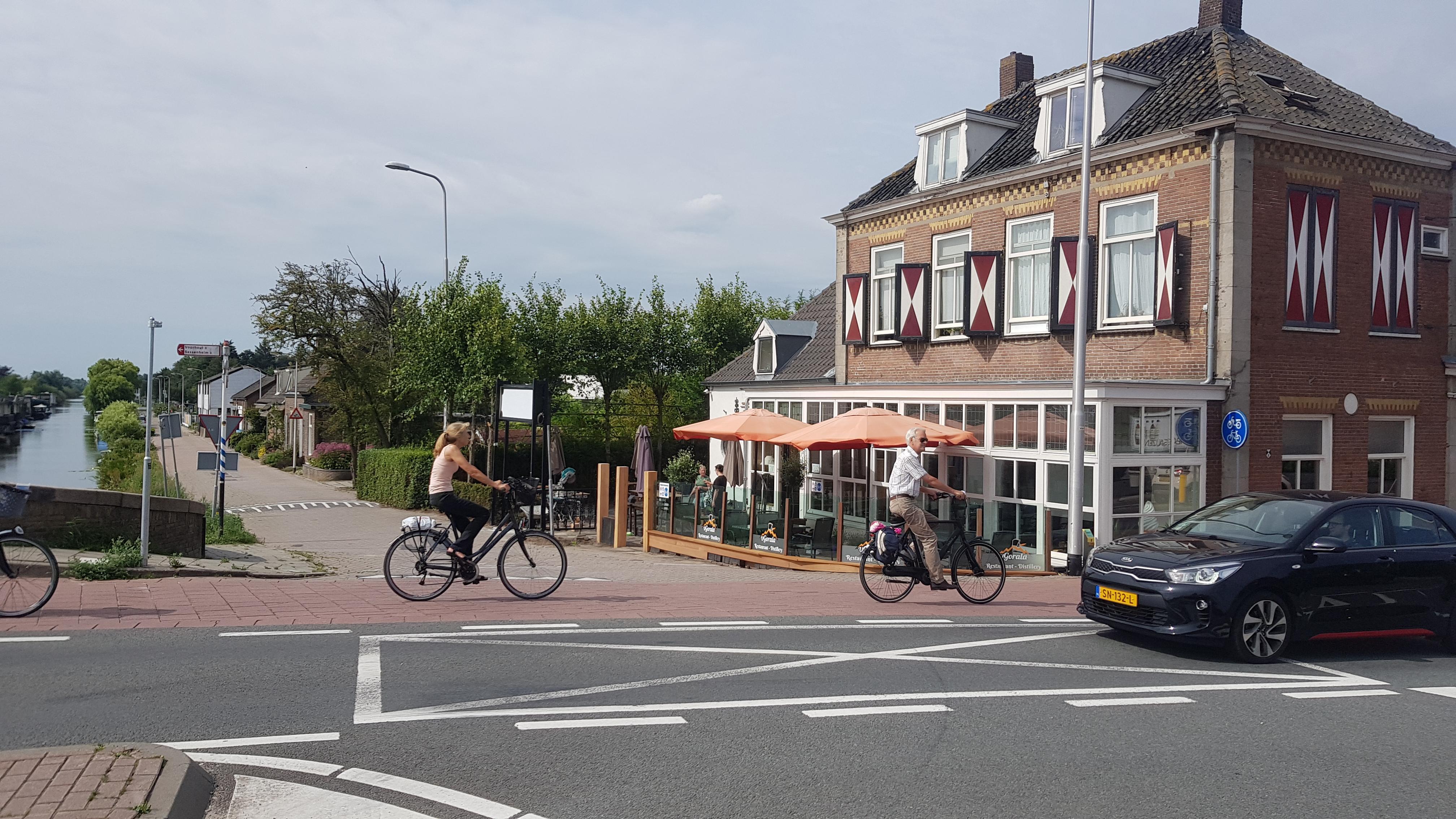 Meter in plaats van drempels langs de Leidsevaart in Noordwijkerhout