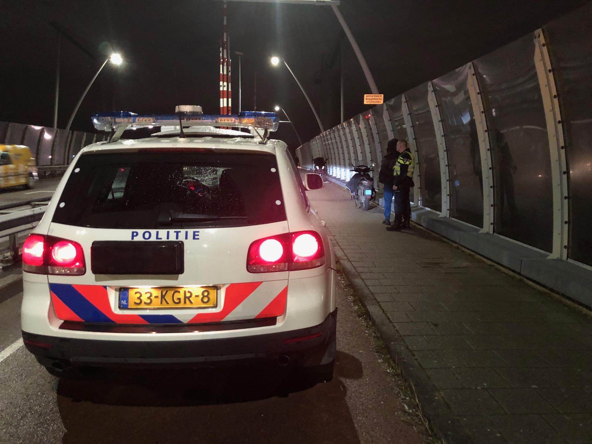 Politie houdt twee inbrekers in Lijnden aan na tip getuige