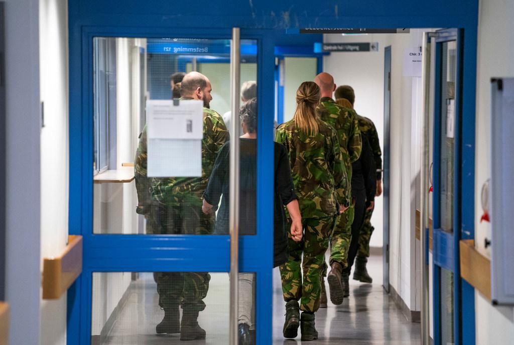 Nederlandse Federatie van Kankerpatiënten: 'Richt coronaziekenhuizen in, zet het leger en Rode Kruis in'