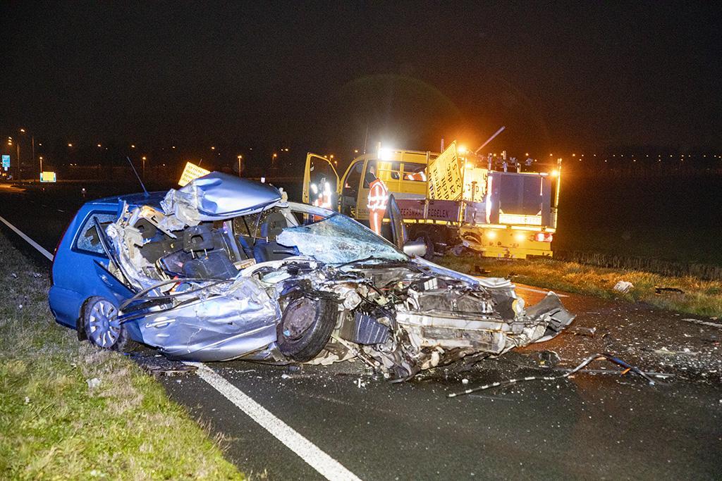 Automobilist crasht tegen wegwerkerswagen op N203 in Uitgeest
