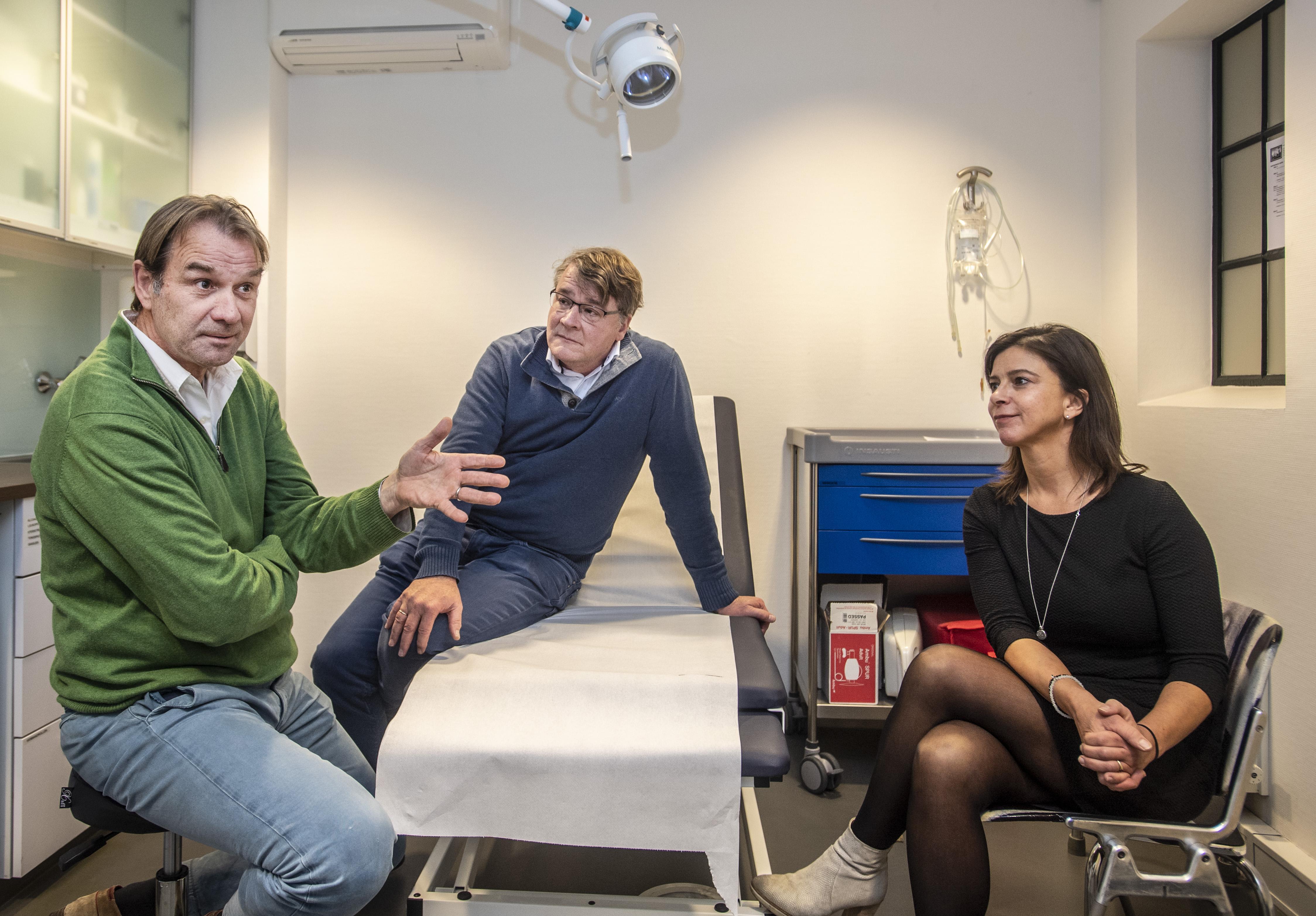 Huisartsenactiegroep Het Roer Moet Om in IJmuiden en Haarlem: 'Het is wachten op ongelukken. Pas opname als patiënt vaas stuk slaat op hoofd van zijn moeder'