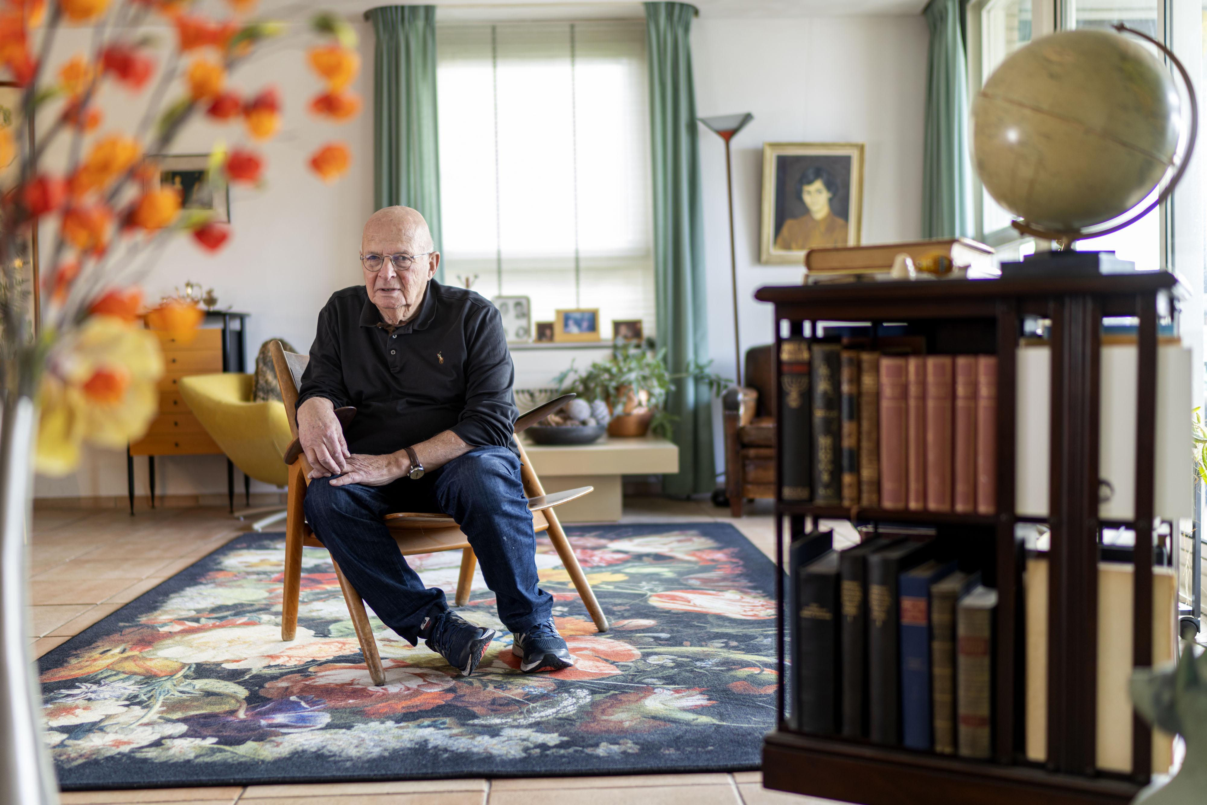 Leidenaar Daan de Jong overleefde als twaalfjarige concentratiekamp Theresienstadt: 'Ik ben vier jaar doodsbang geweest'