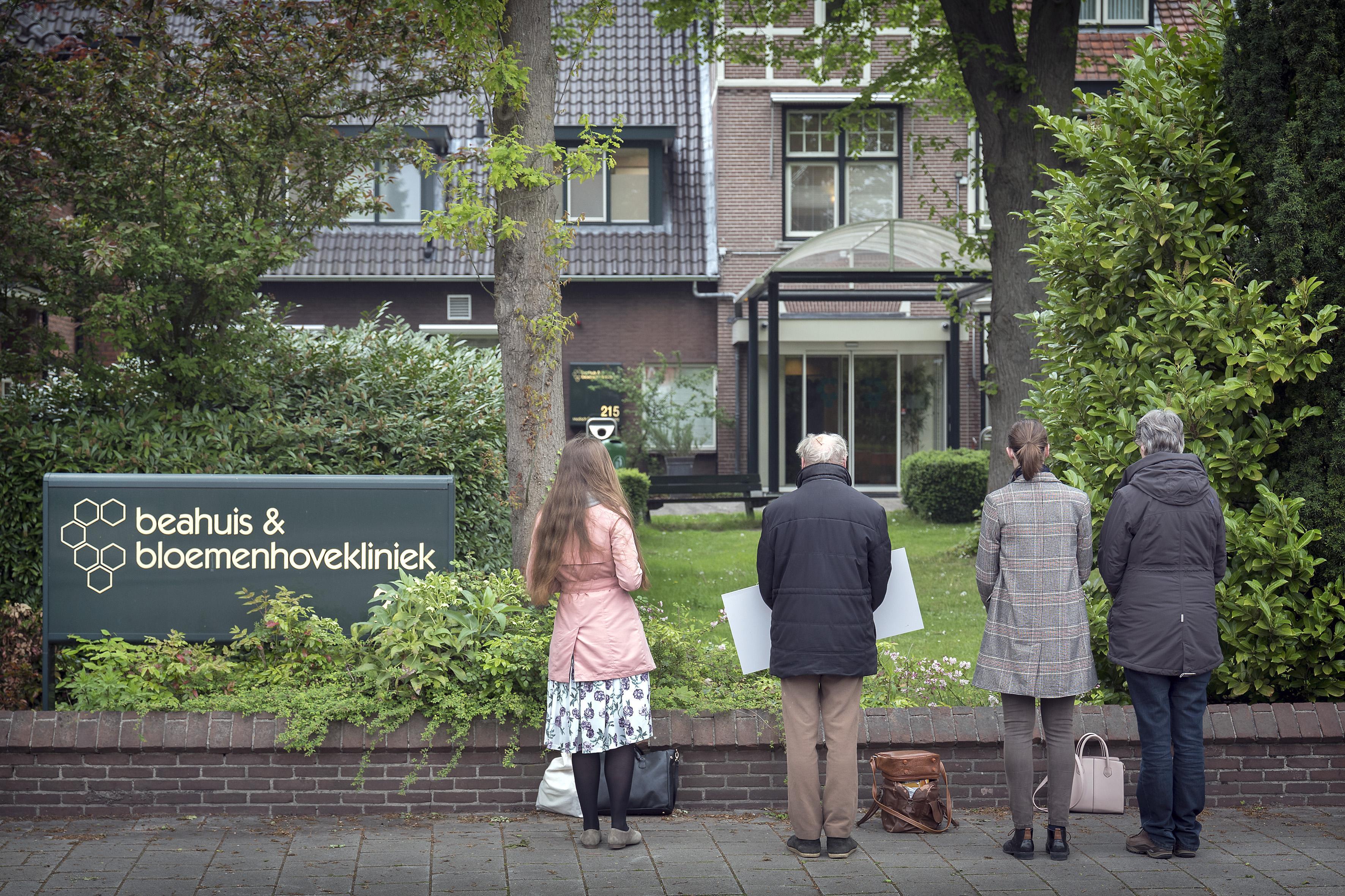 Dit is waarom Duitse prolifers bij de Bloemenhovekliniek staan te demonstreren. 'De duisterste plek van Europa'