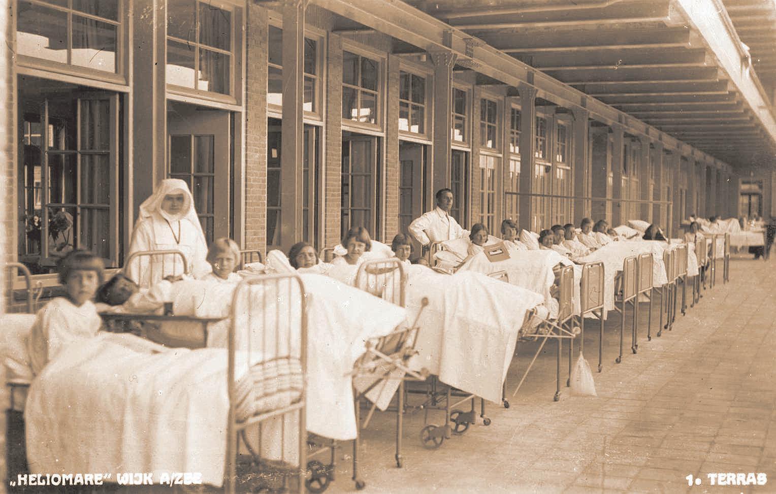 Beelden uit Wijk aan Zee in'Andere tijden': Zijn er overeenkomsten tussen de strijd tegen tbc en corona?