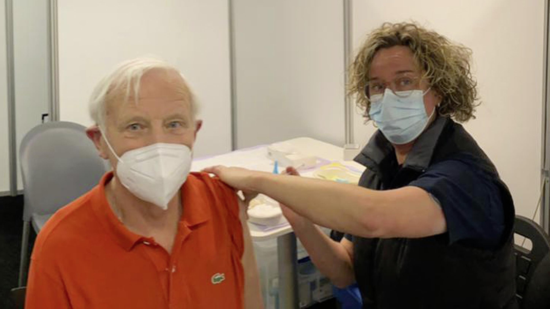 GGD Utrecht zet de 100.000ste prik tegen corona. Bij GGD Gooi en Vechtstreek staat de teller op 21.000 vaccinaties